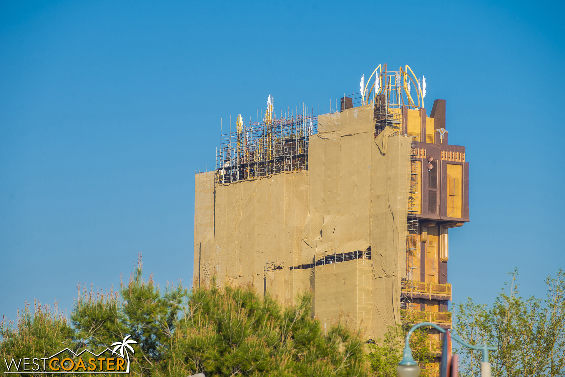 But from different angles, you can see the 1998 Tomorrowland Revival paint scheme, or perhaps you can call it the corndog palette paint scheme. Again, not that there are any corn dogs here. That would be food, which is conspicuously absent from this update due to yesterday's overload.