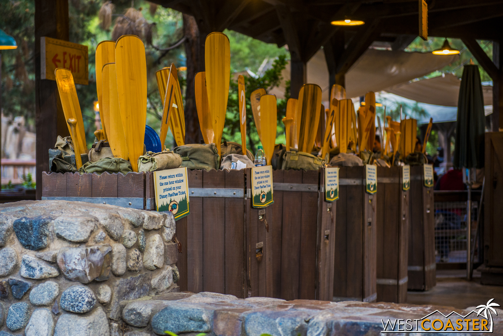 At some FastPasses, reminders have been added to return within the hour of the FastPass return time window. No longer are guests being allowed to use their FastPasses after the time has expired. This closes a loophole that guests used to exploit en masse and puts the policy in line with the international parks.