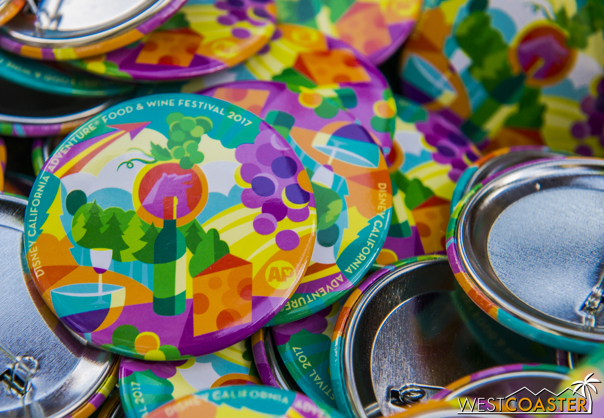 The park continues to give away collector buttons to Annual Passholders. Here's last week's, which they had leftover.