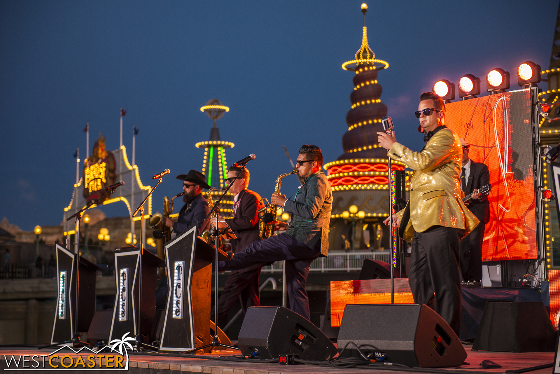 Last night, Phat Cat Swinger closed out their five week run at the Food & Wine Festival.