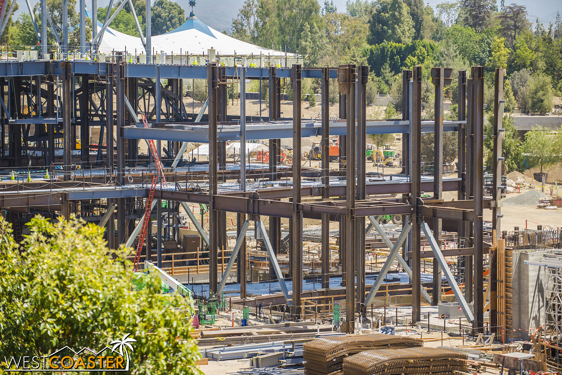 More columns and braced frames coming outward, which really starts to reveal the massive scale of the First Order attraction.