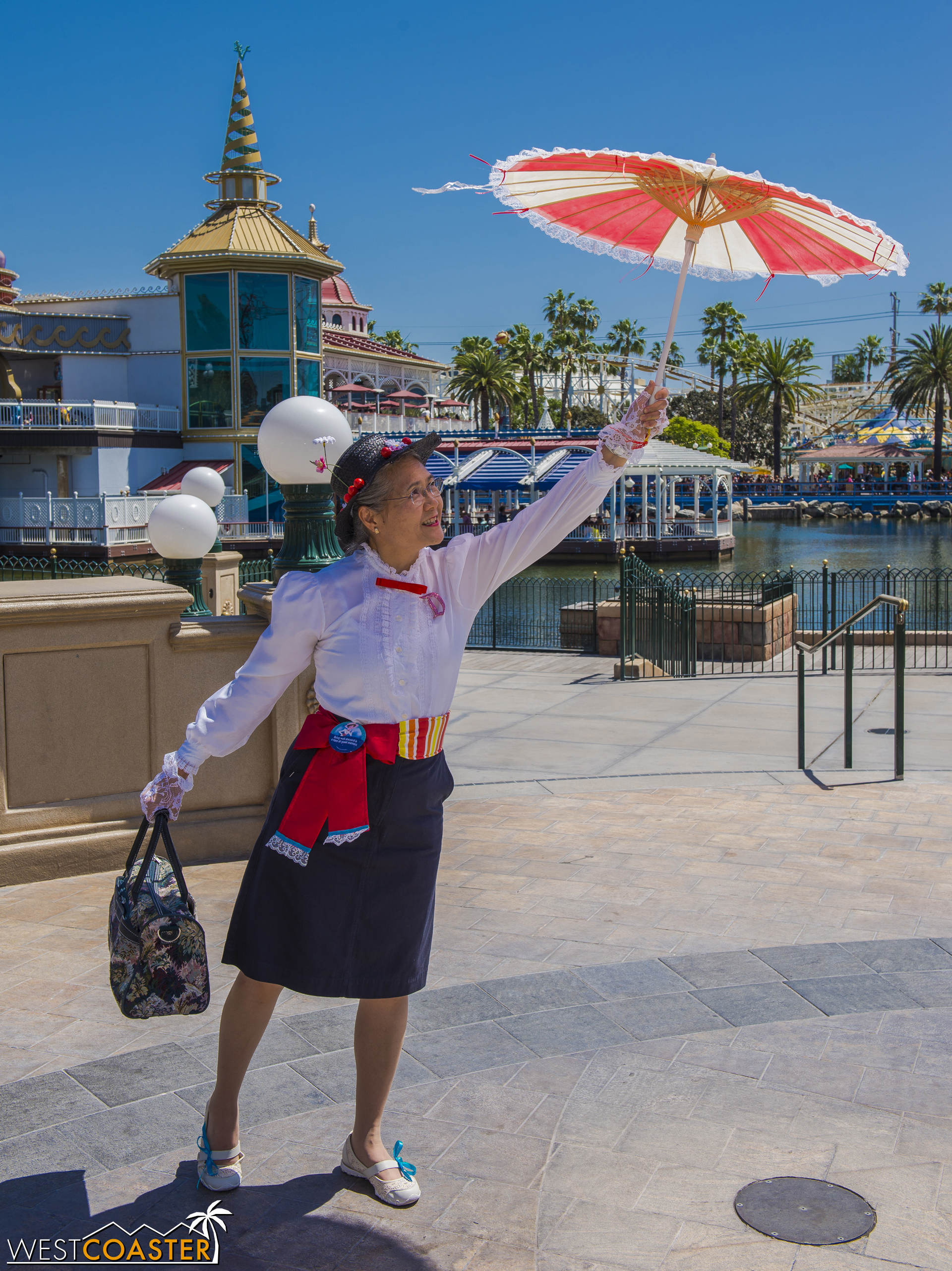 """In another chapter of the """"You're Never Too Old"""" series, here is one half of the cutest Disney Cosplay guests I've seen."""