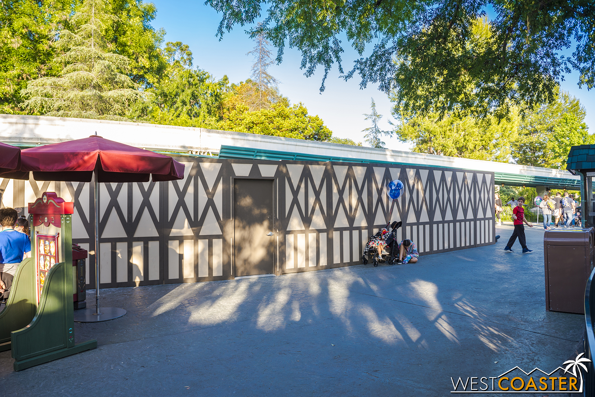 I'm assuming that these work walls by the old Fantasia Gardens area of the Motor Boats Cruise are concealing the permanent stands.