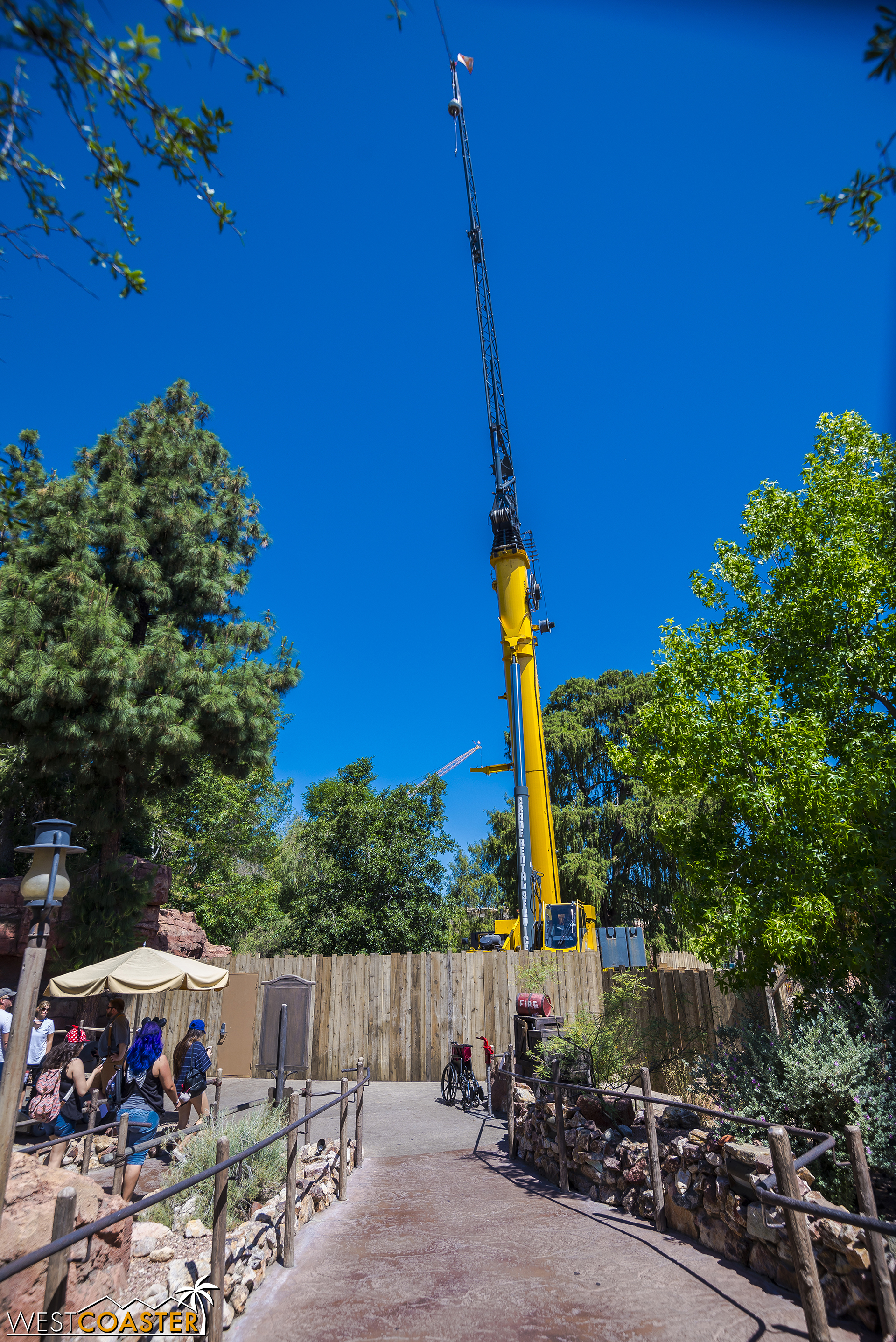 Another crane has appeared at Disneyland, and to prevent public access to this construction equipment, a new work wall is up basically at the end of the Big Thunder Mountain exit.