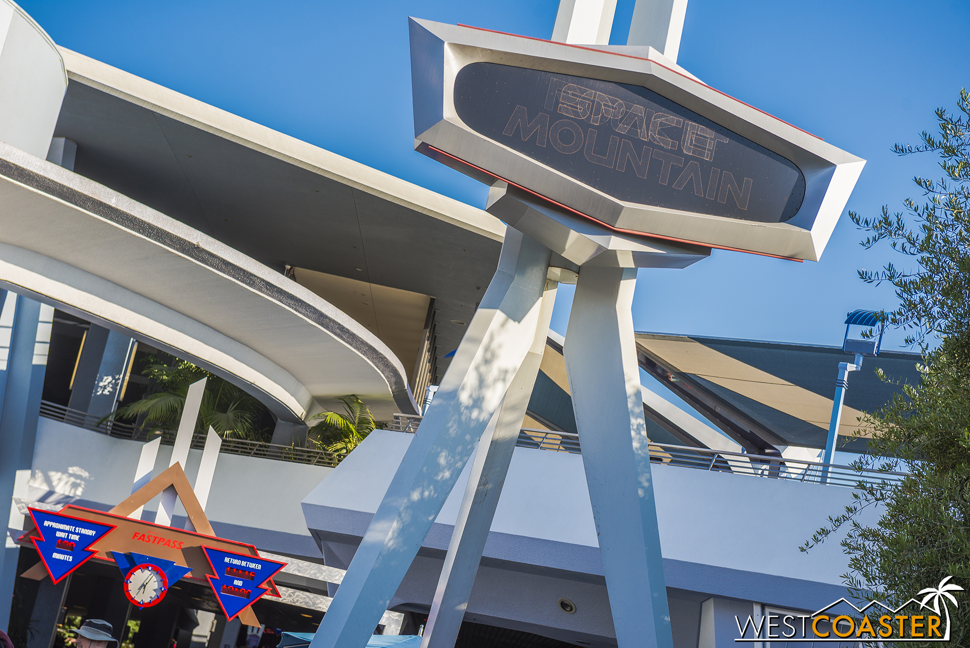 Regular Space Mountain was super popular on Friday.