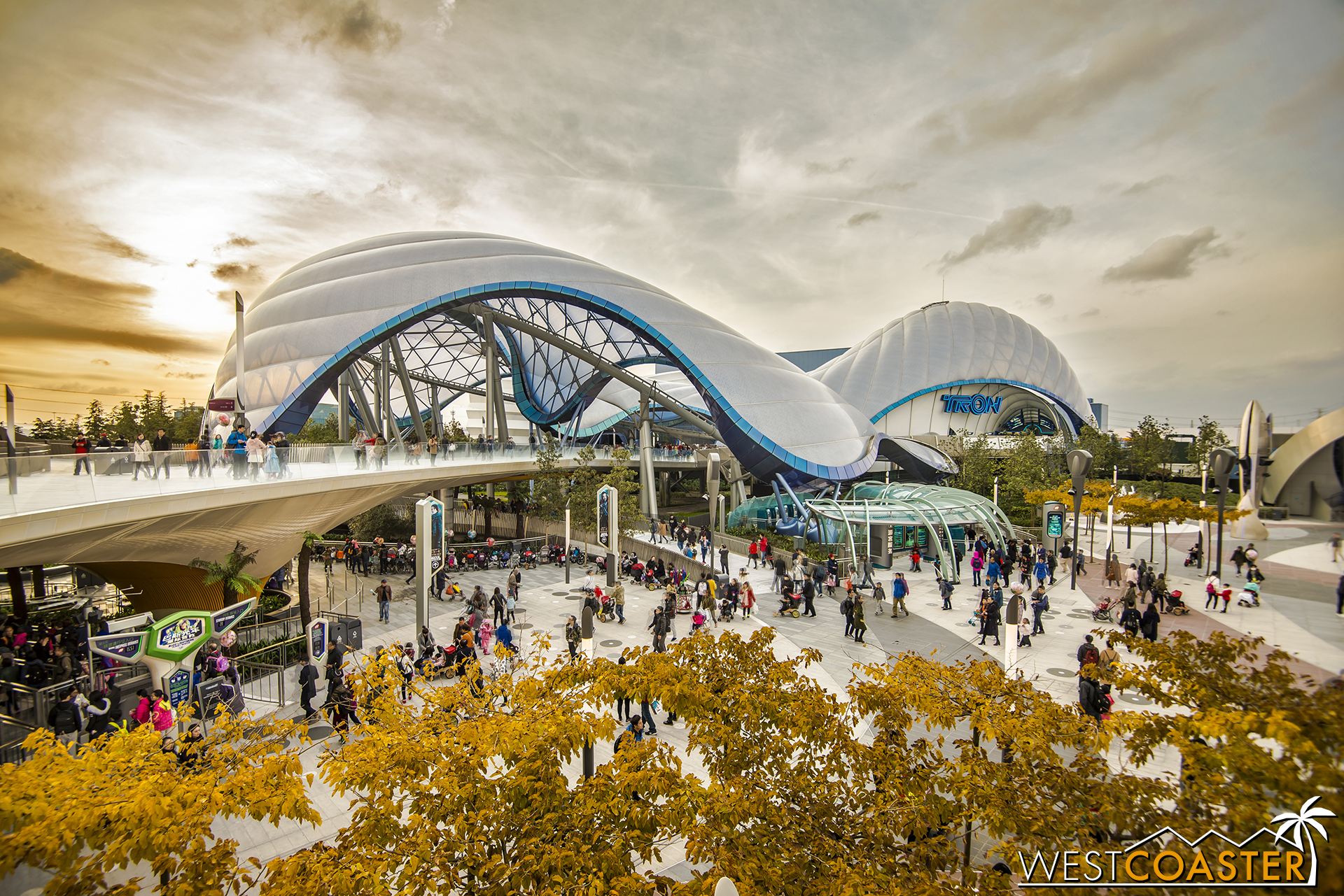 Fall foliage and a nice sunset over TRON: Lightcycle Power Run.