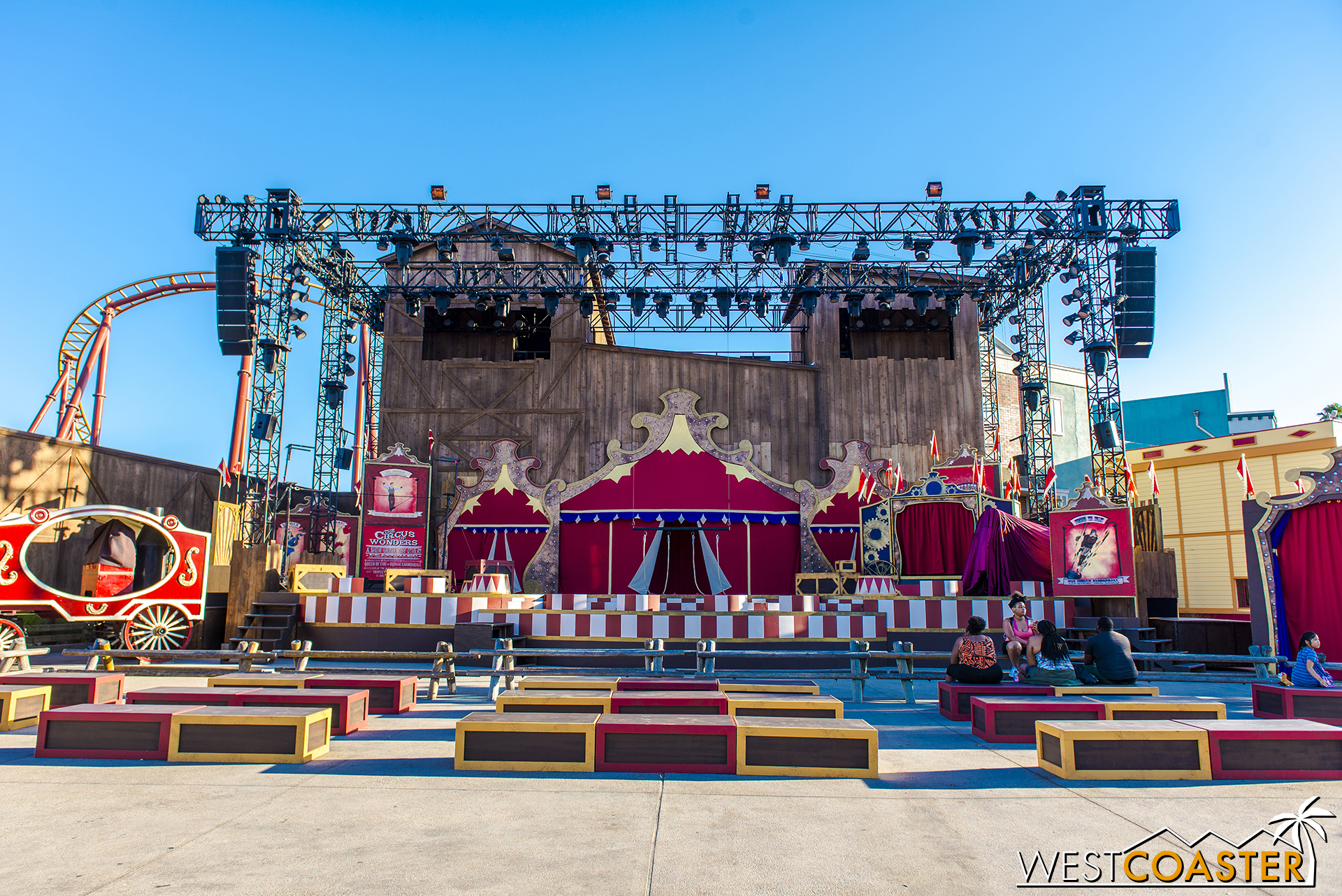 A circus show takes place at the Calico Stage on select evenings throughout the summer.
