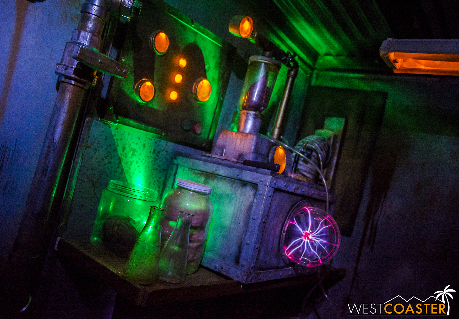 Dead Zone 805 offered a sneak peak at their mobile escape room at Midsummer Scream.