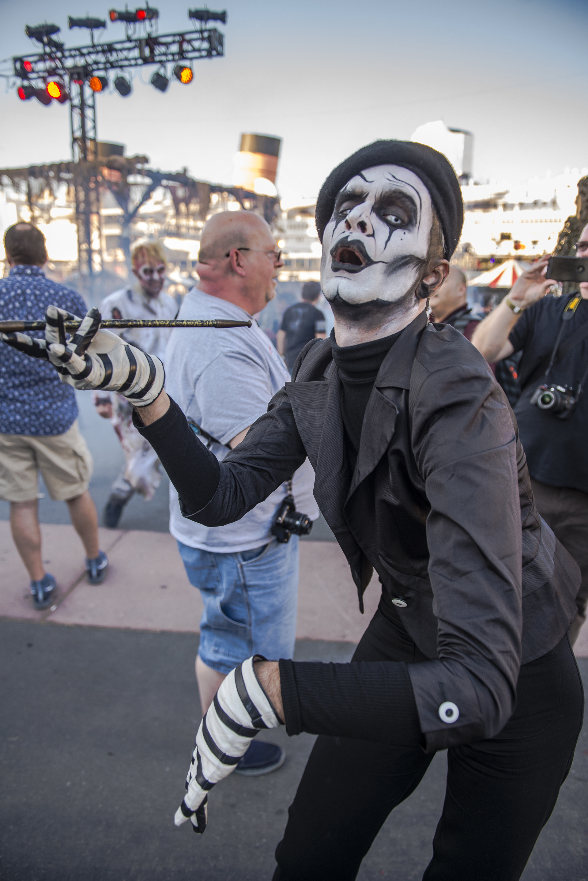 The mime is not impressed.