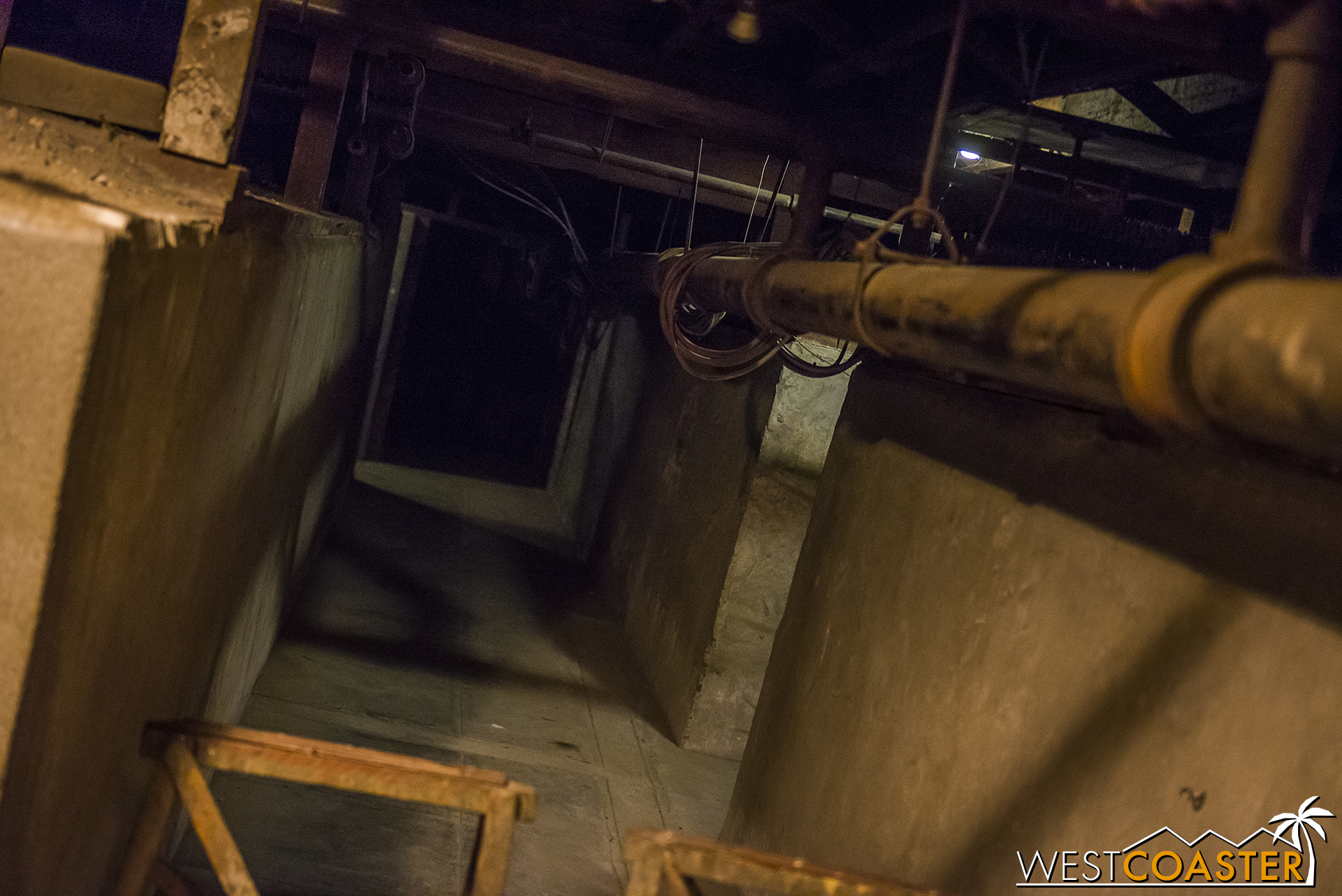 Looking for a creepy corridor in the basement? Check that here!