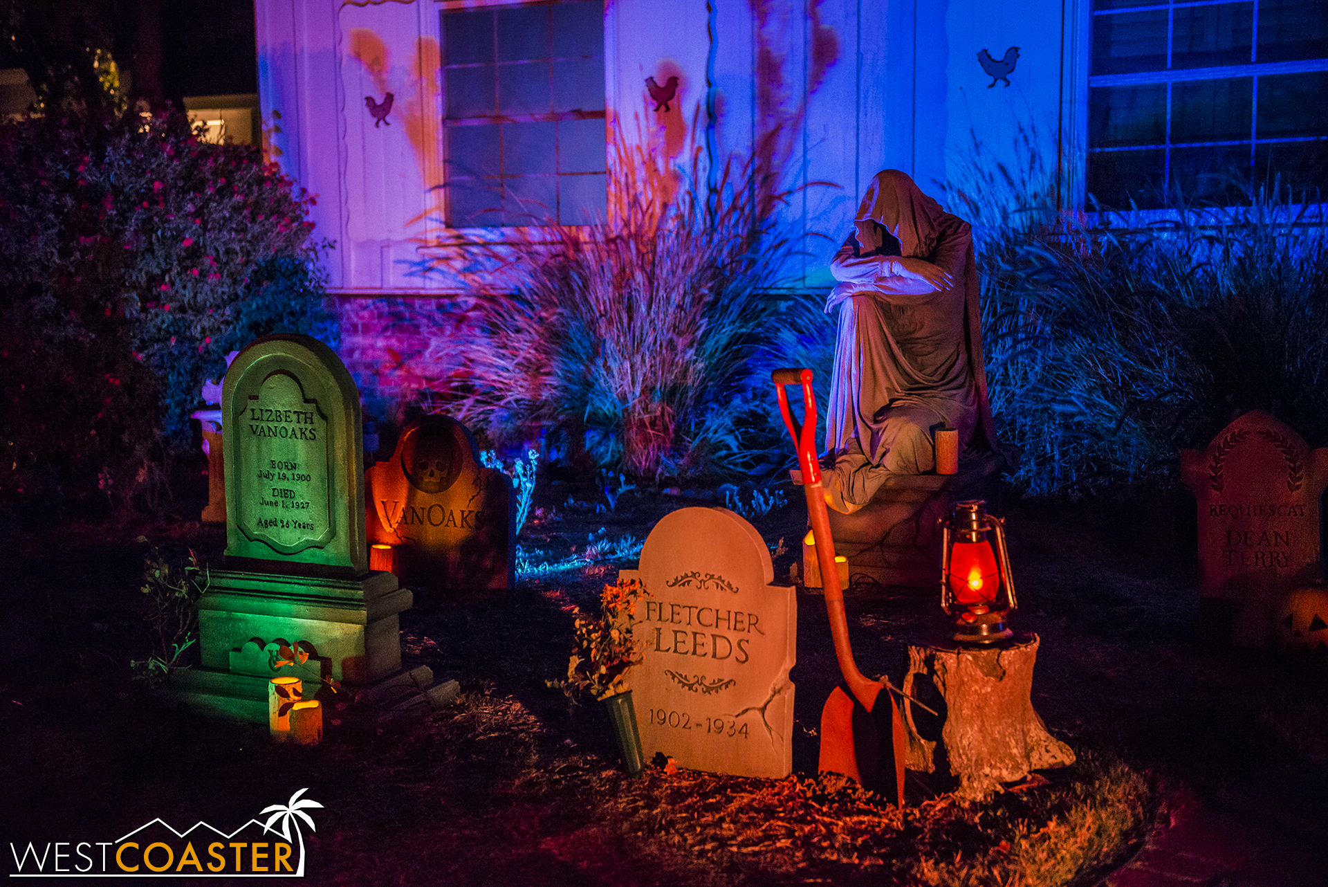VanOaks Cemetery is a yard display, not a haunt, but the detail and craftsmanship are superb, and literally everything here is custom and personally fabricated, not store-bought!