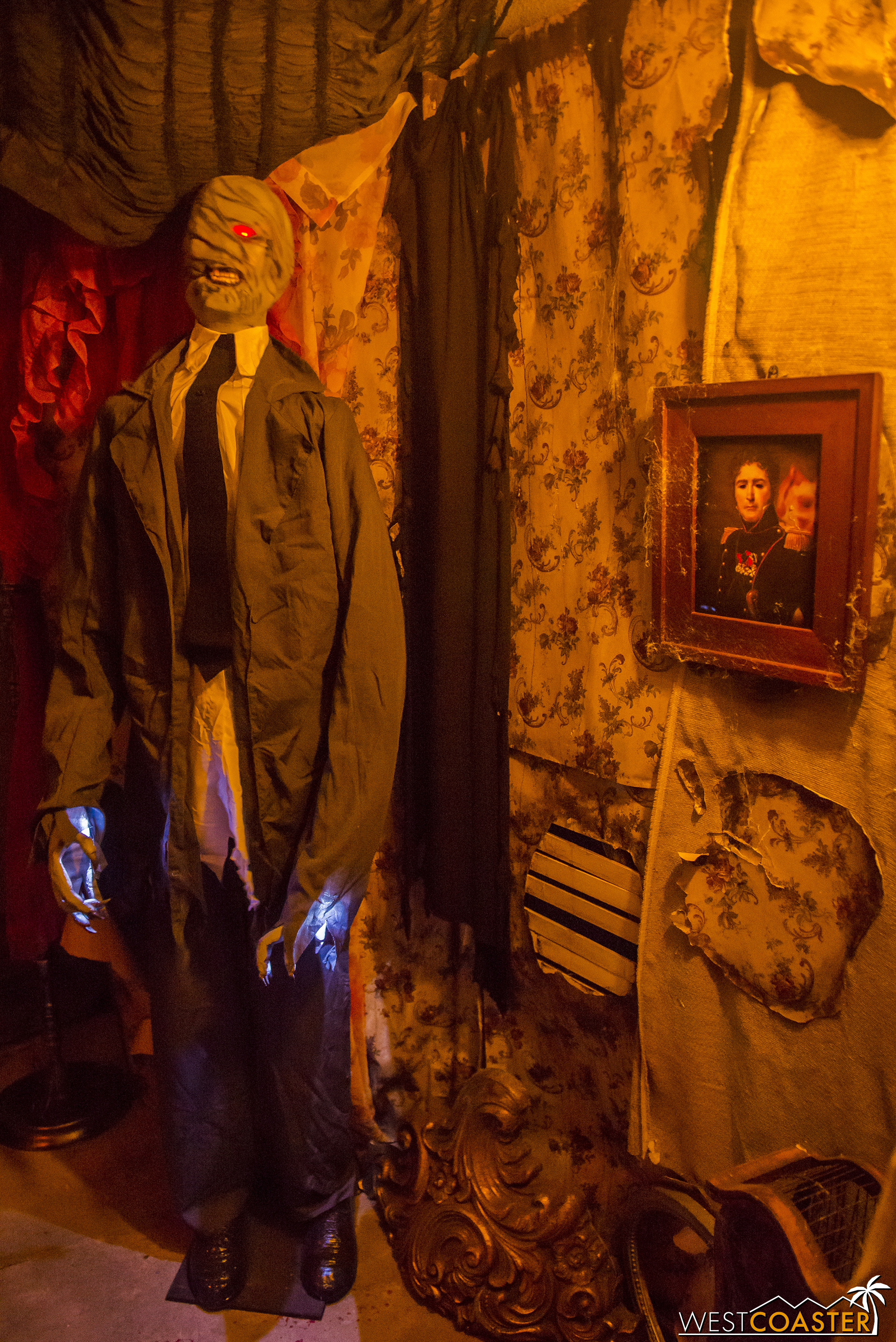 The haunt incorporates a nice mix of live actors, animatronics, and video effects.
