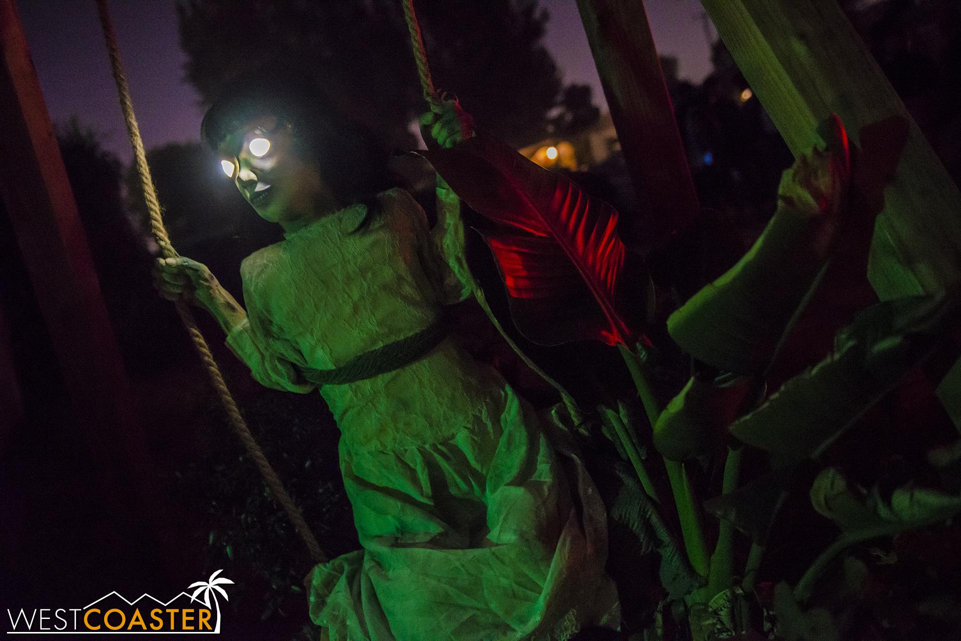 SpookyHollows-17_1031-0017.jpg