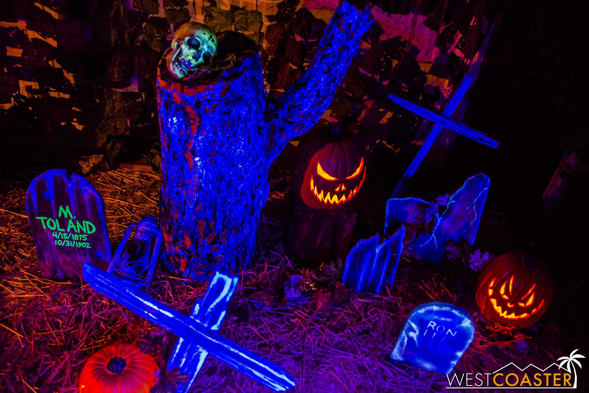 The graves and jack-o-lanterns look glorious in the show lighting.