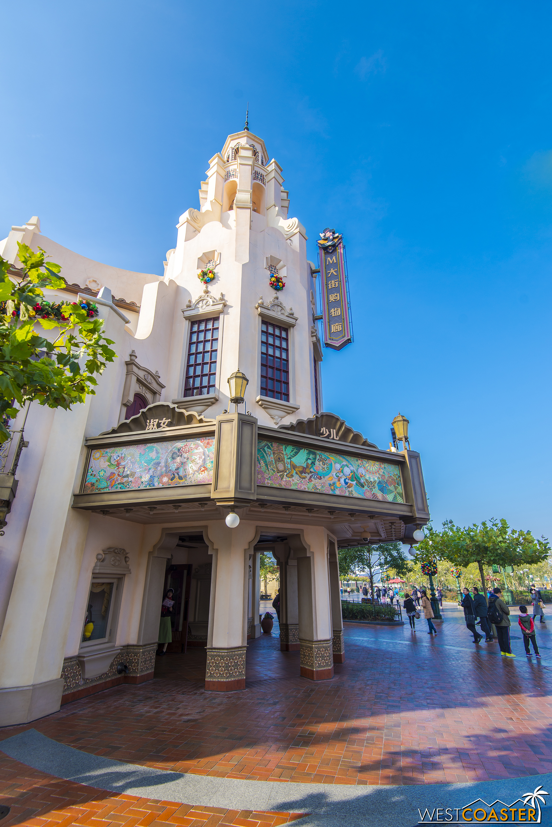A closer look at the Carthay Circle Restaurant-esque icon at the end of Mickey Avenue.