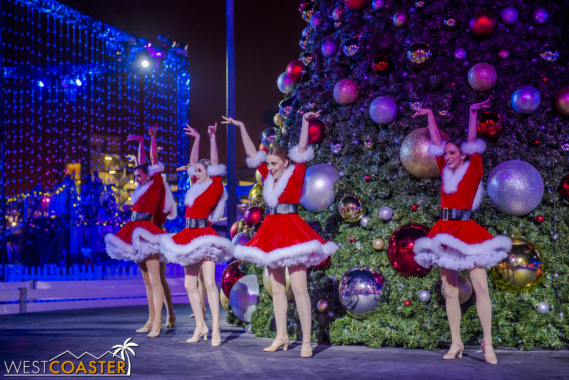 Chill-17_1215-Show-Dancers&Lights-0004.jpg