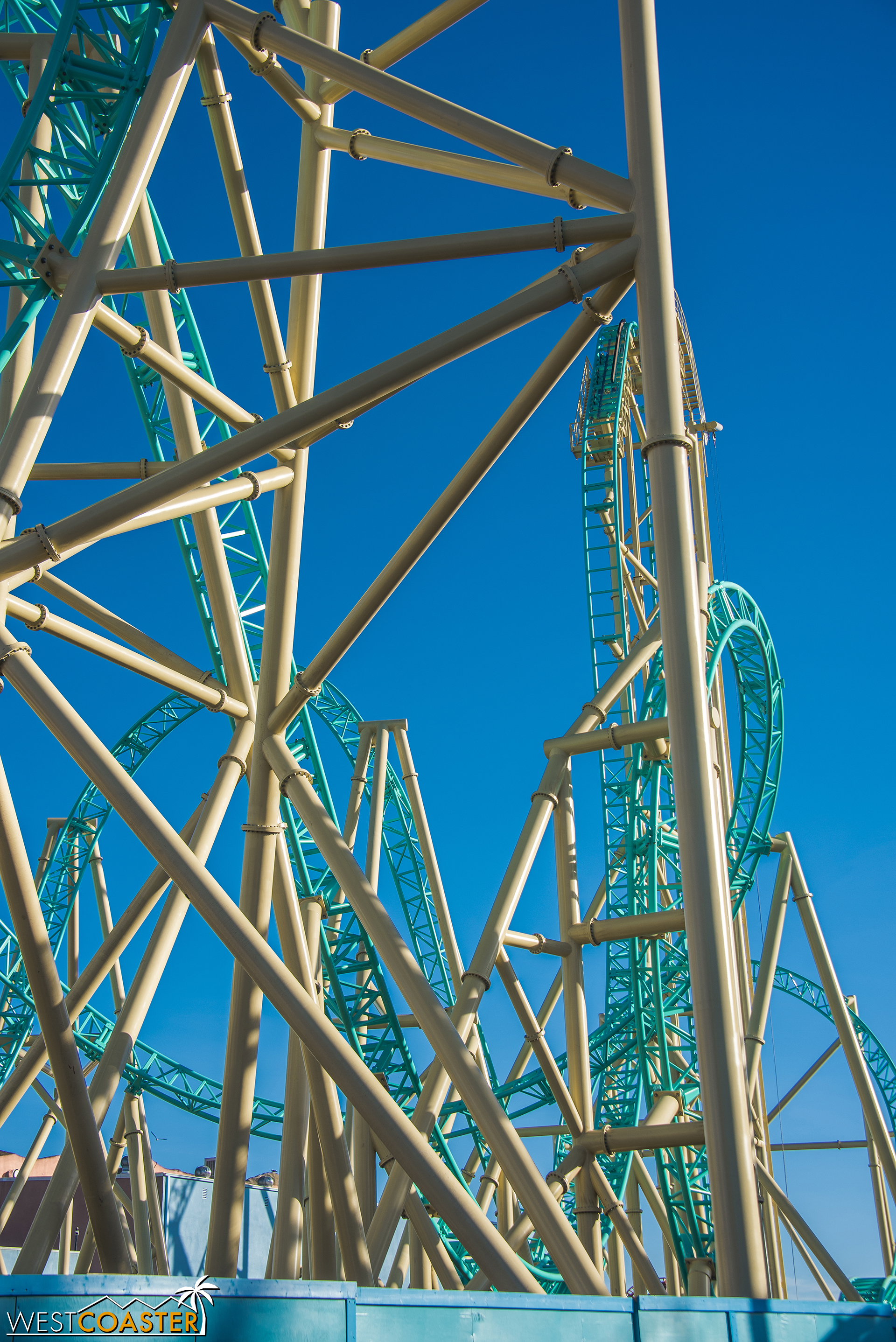 There are a LOT of supports in this ride.  It's defintely been over-engineered to meet California's strict seismic standards.