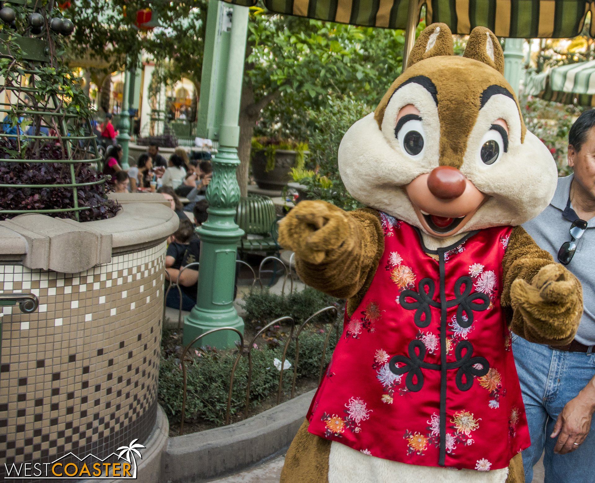 Just like last year, I ran into Chip & Dale.