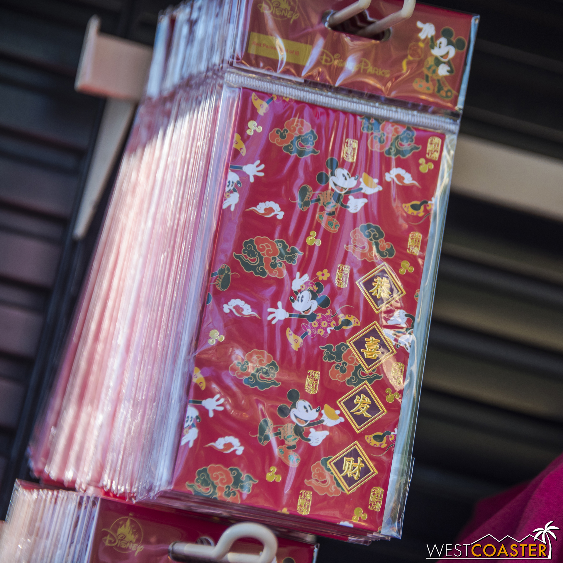 You can also get Mickey and Minnie red envelopes.
