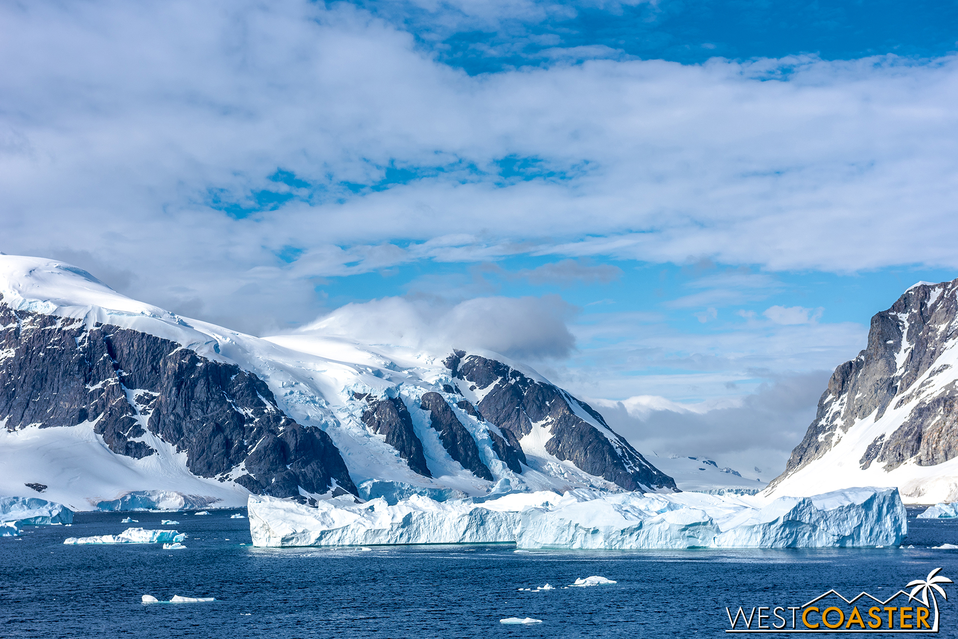 Mountains, snow, icebergs... THIS is the Antarctica most envision!