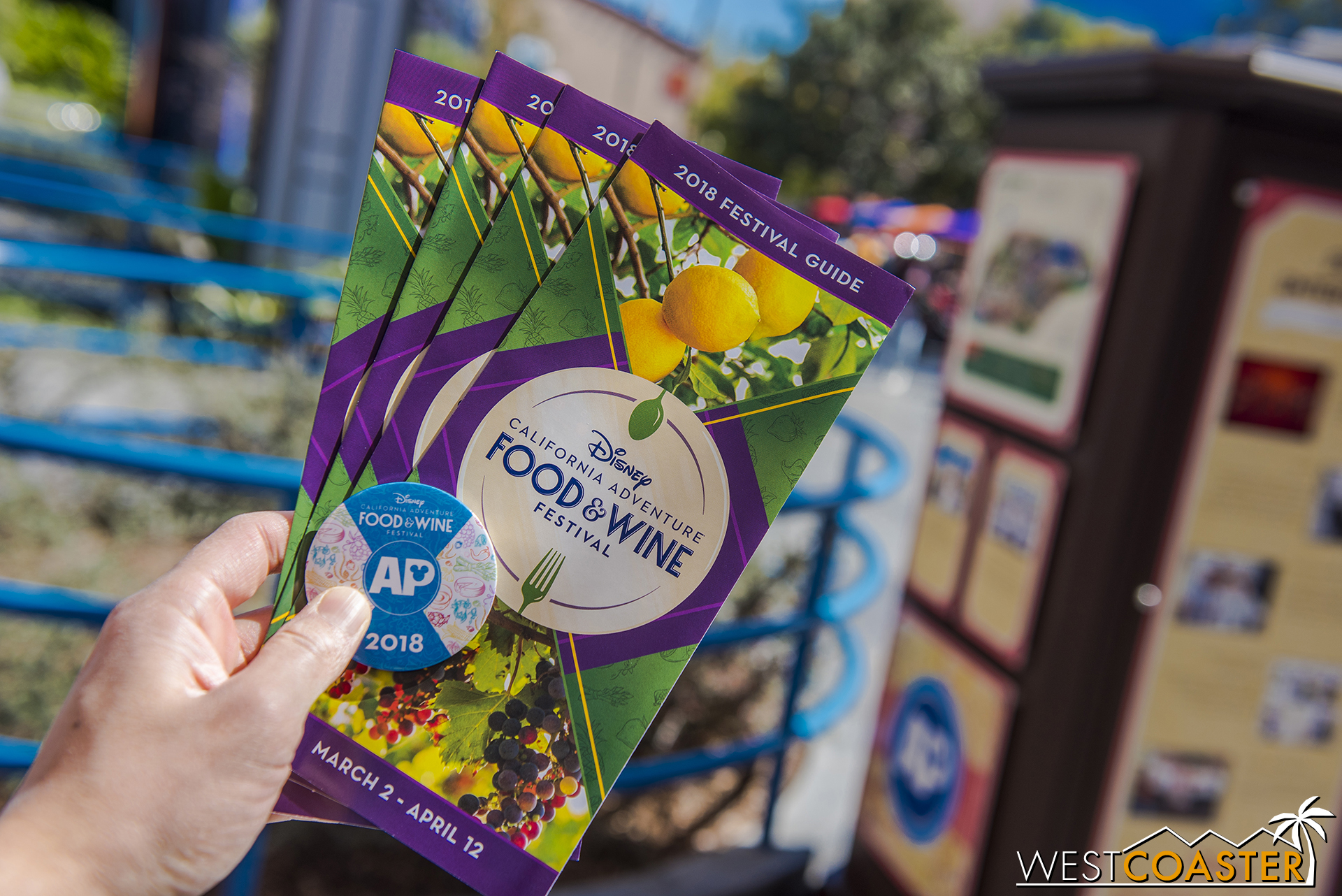 It's Food & Wine time again! The festival guide is pretty stylish, and Annual Passholders can get a pin in Hollywood Land at the back corner. It's the same pin every week this year.