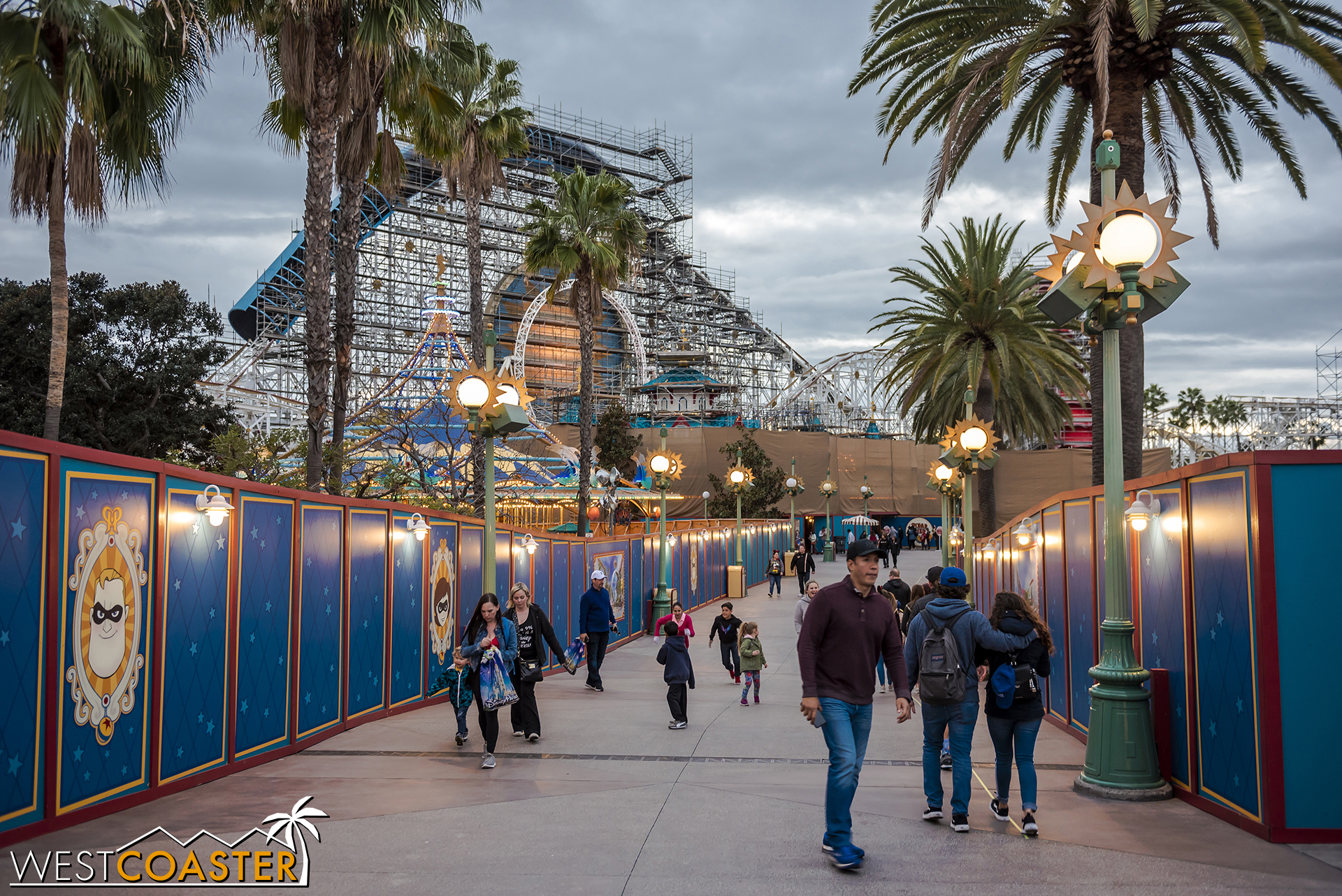 Here's the trail down to the now-lonely Toy Story Midway Mania.