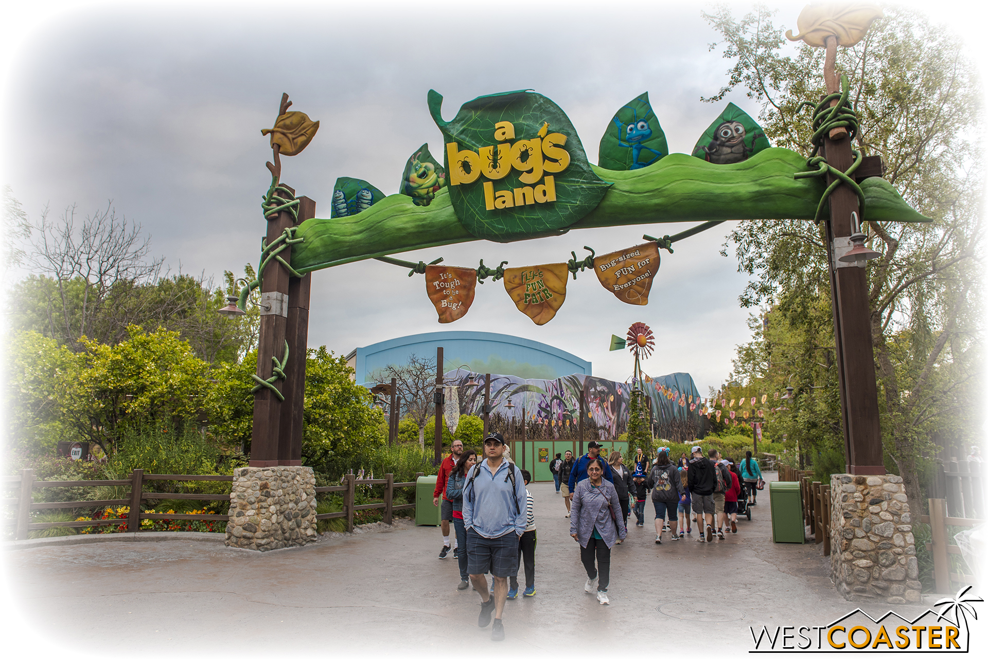 Oh, A Bug's Land... that rushed add-on that they had to throw in when they realized there really wasn't much to do at DCA when it first opened...