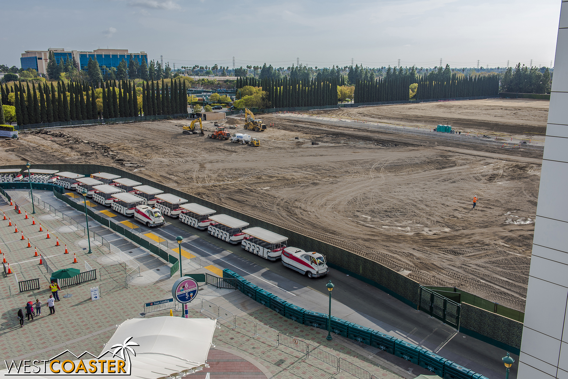 Well, will ya look at that, the dirt has taken over almost the entirety of the old Pinocchio parking lot!