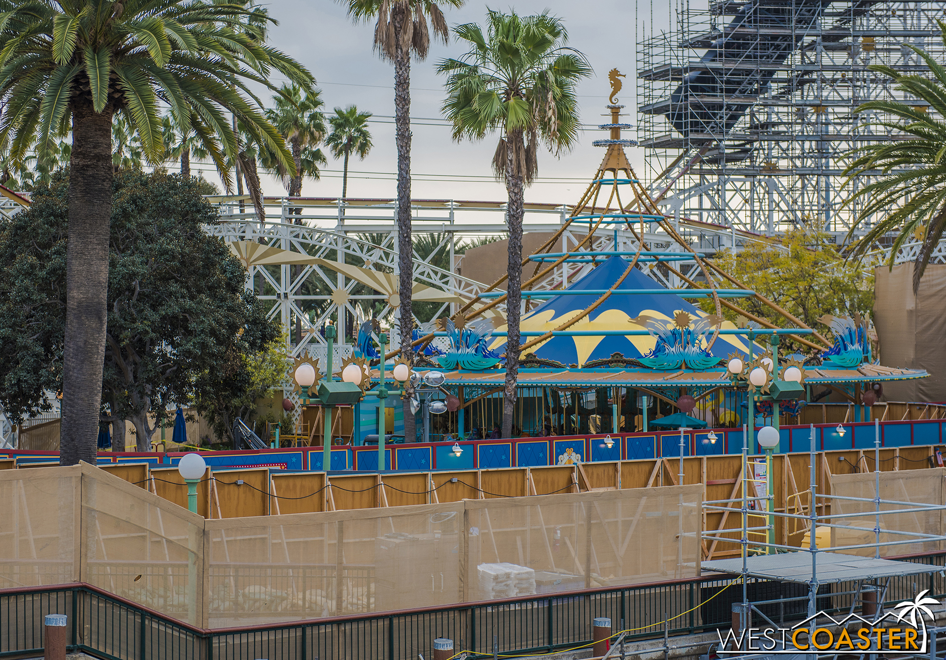 Over at the former Triton's Undersea Carousel, things still look aquatic.