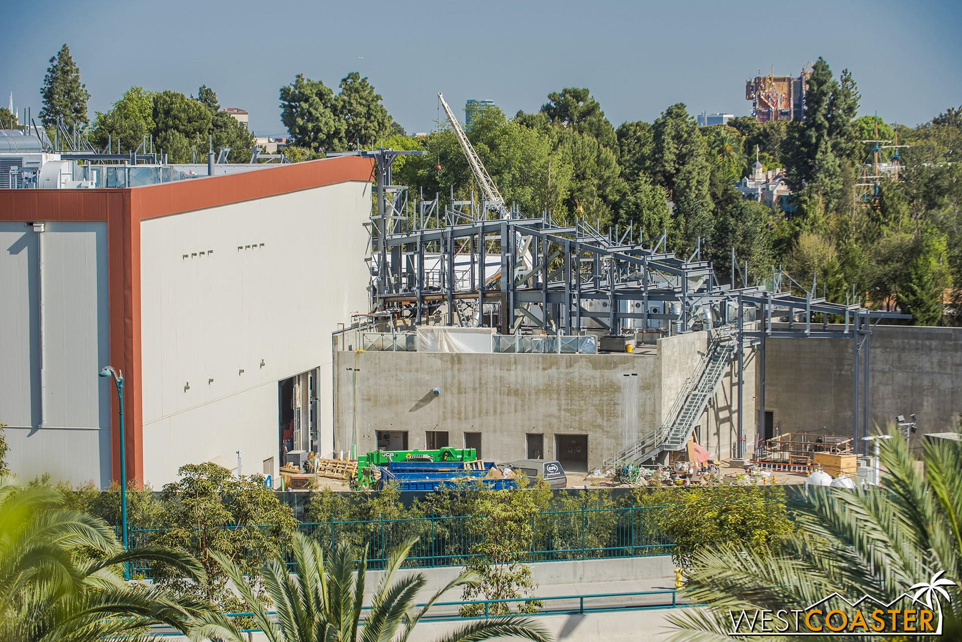 Steel continues to progress southward along the First Order building.