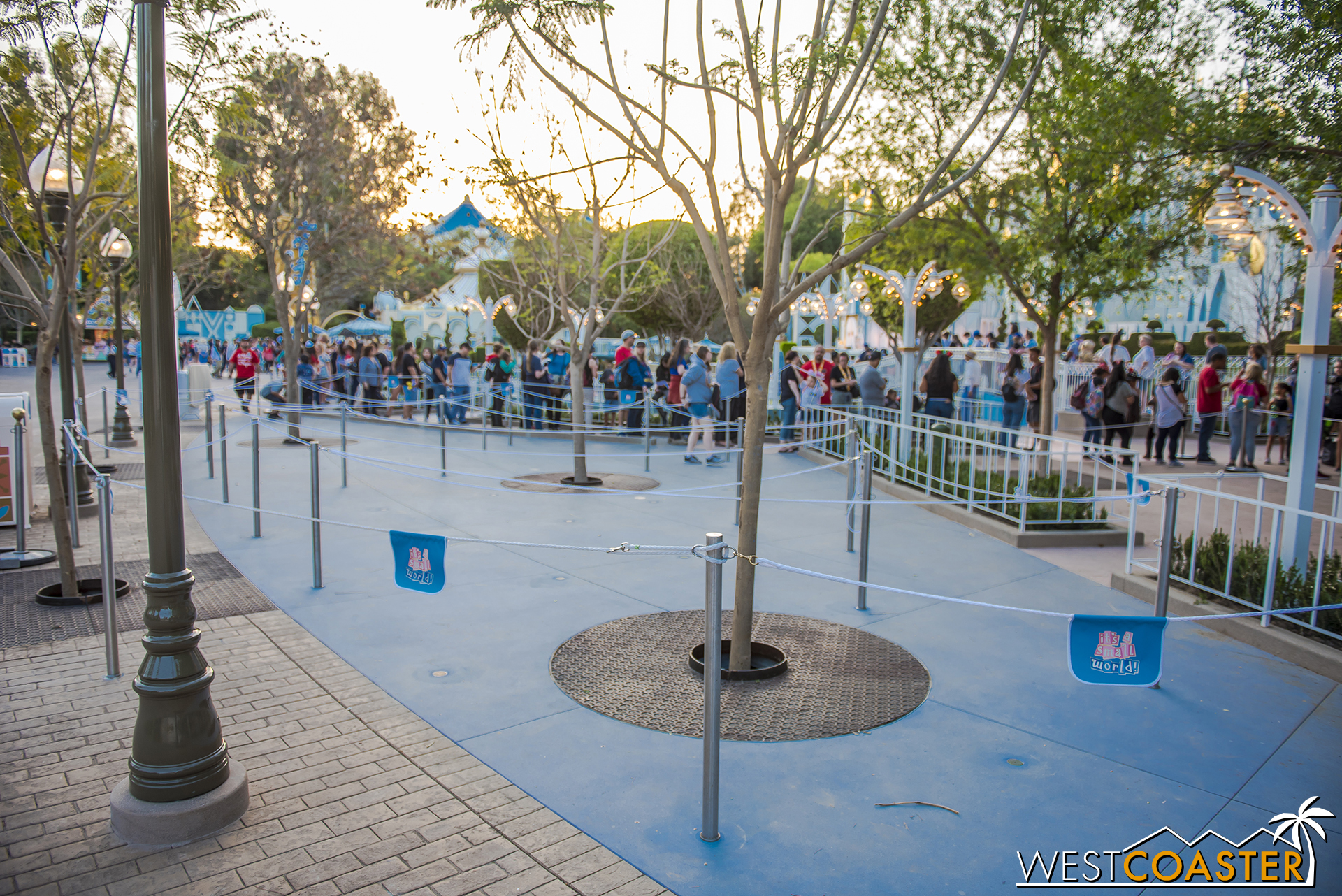 It's spiffy! And definitely improves the previous condition of guests spilling onto the parade corridor.
