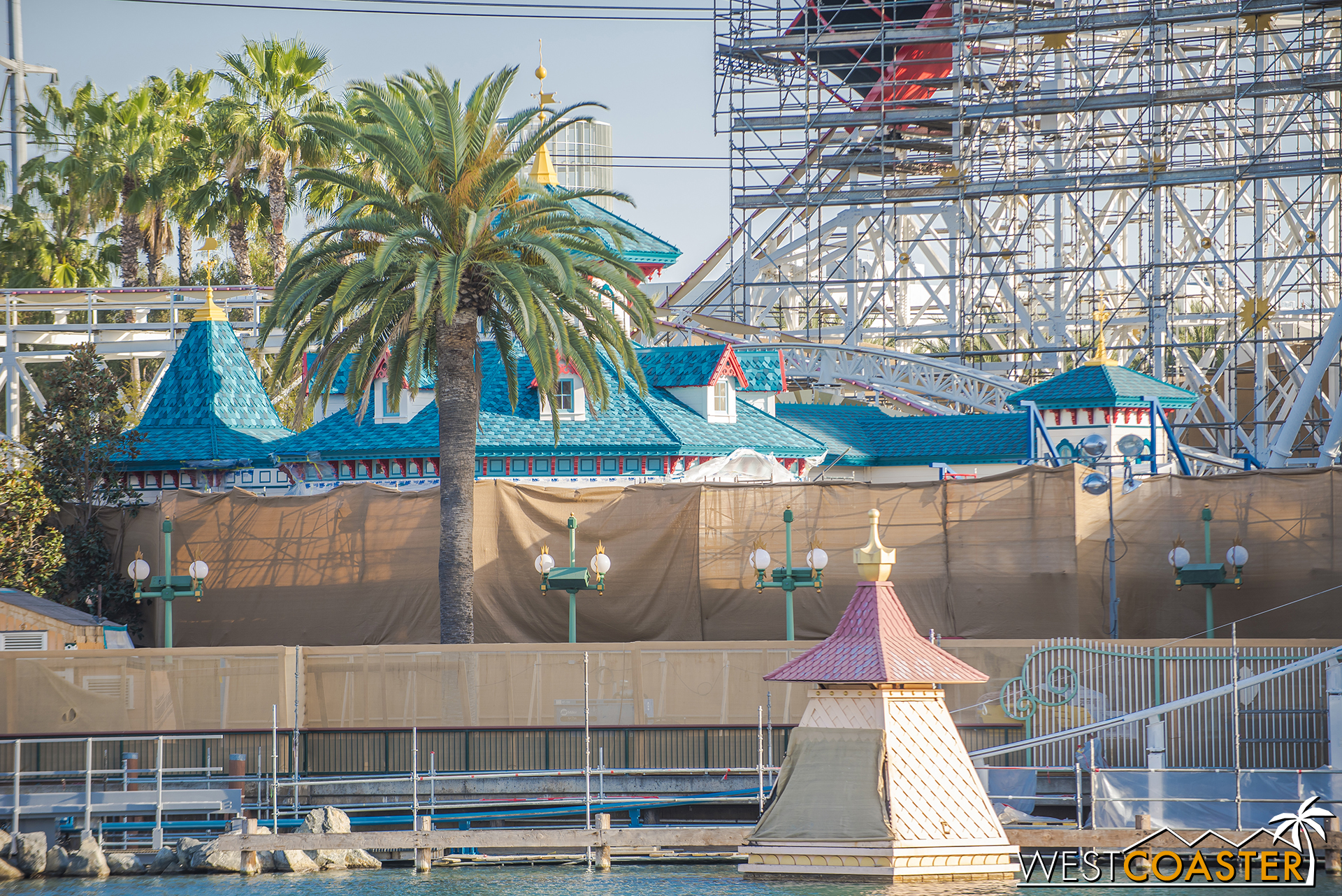 A better lit peek at the new Toy Story Midway Mania building color schemes. I do love this.