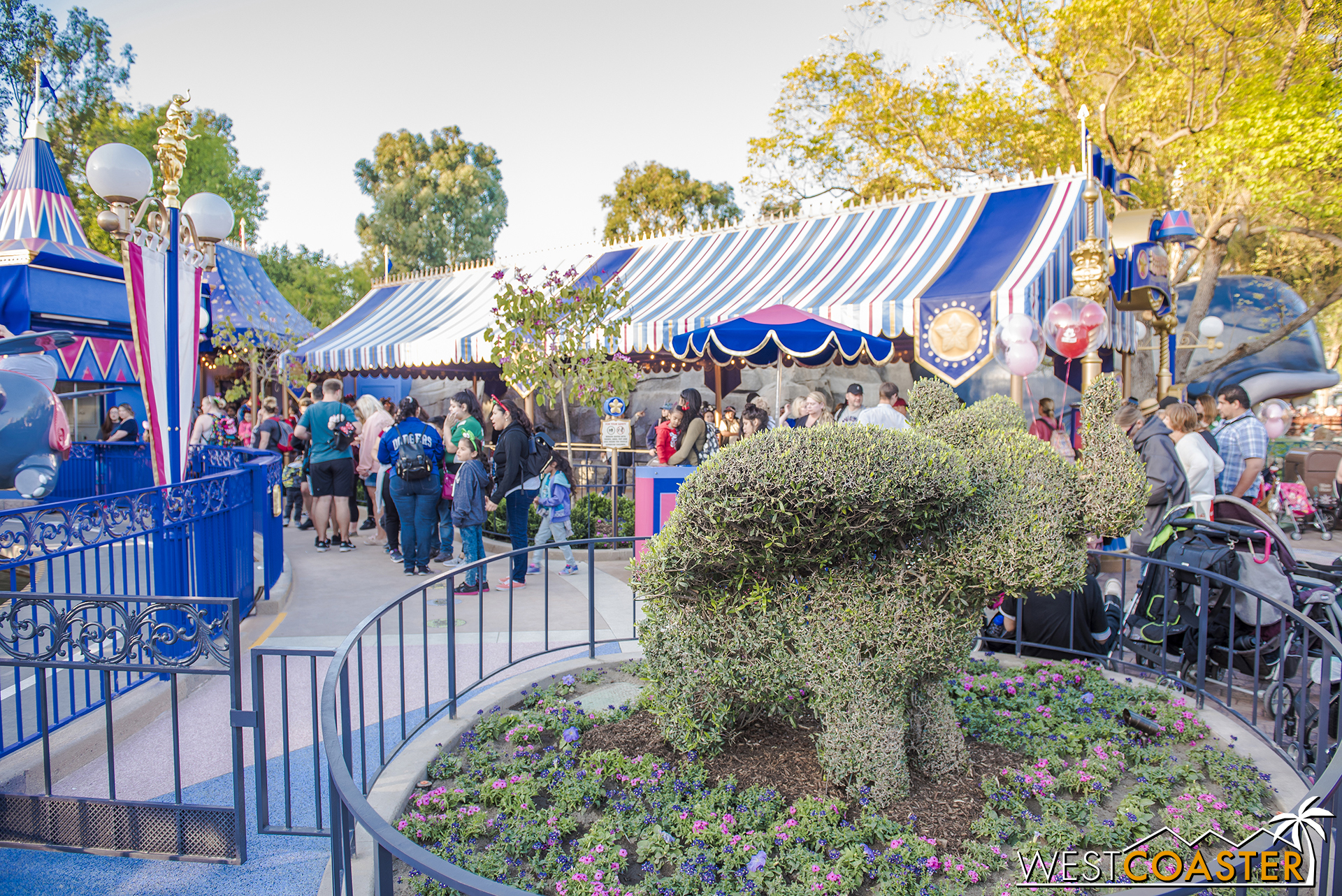 The familiar Dumbo hedge is still there.