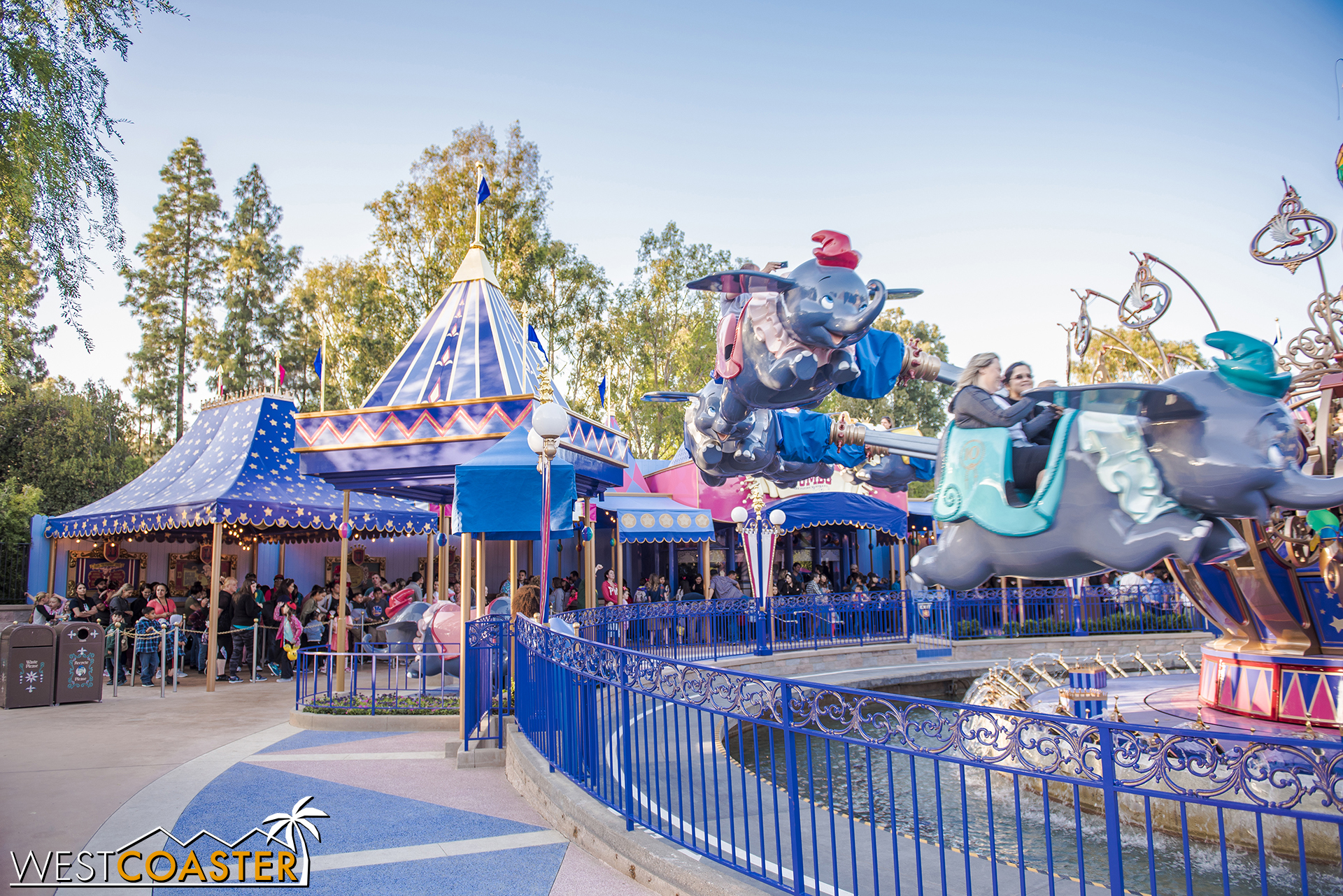 Here's the other side of the queue, with a canopy over the Dumbo ride vehicle photo op.