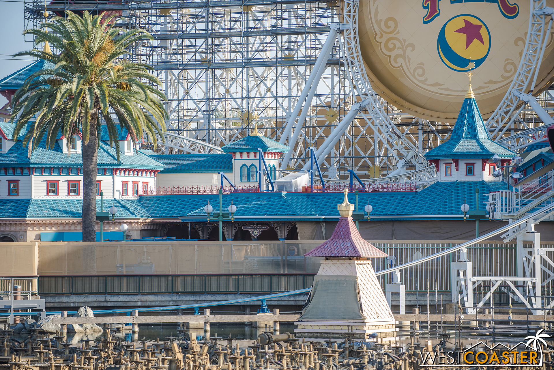 The scaffolding around Toy Story Midway Mania is mostly down now.  I think the building and colors look quite nice here.