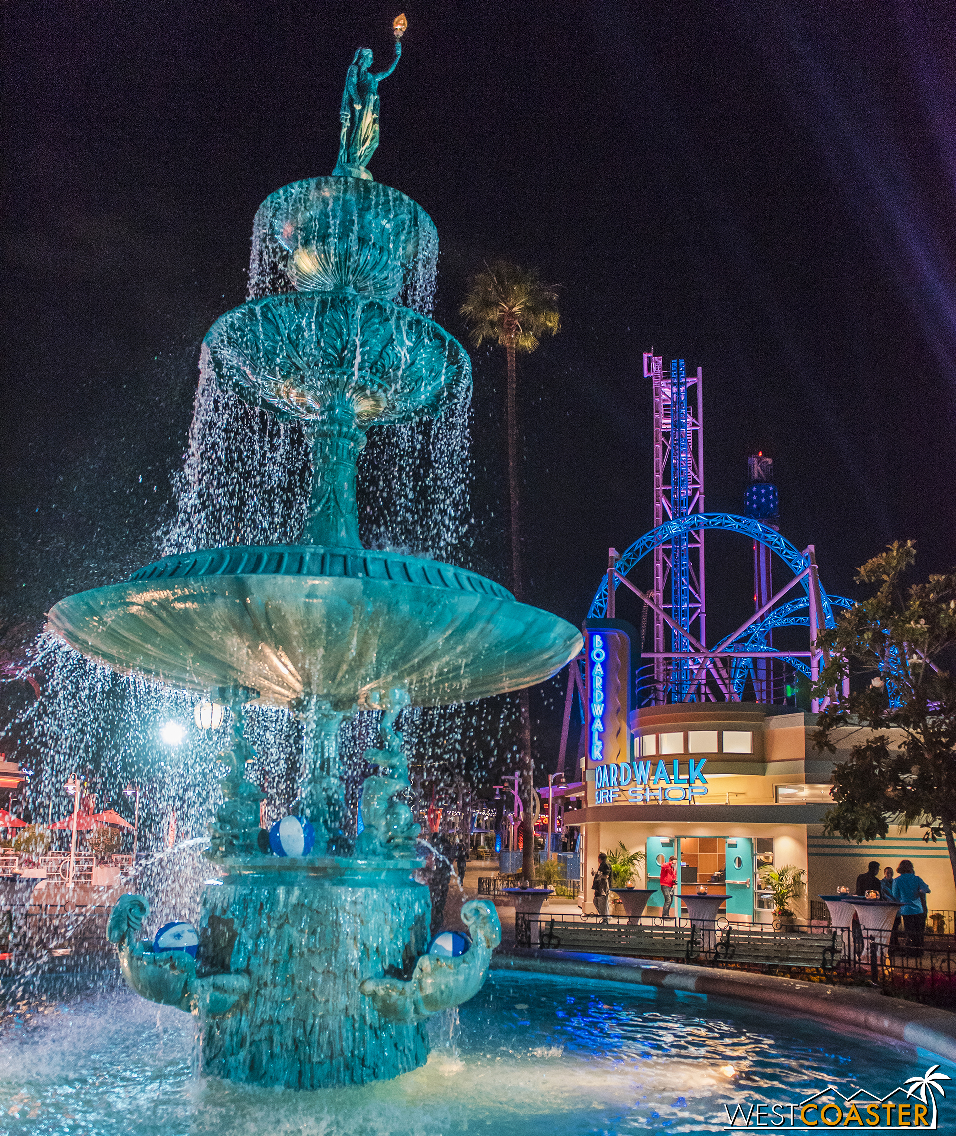 The fountain at Charleston Circle was light up in cool aqua too.