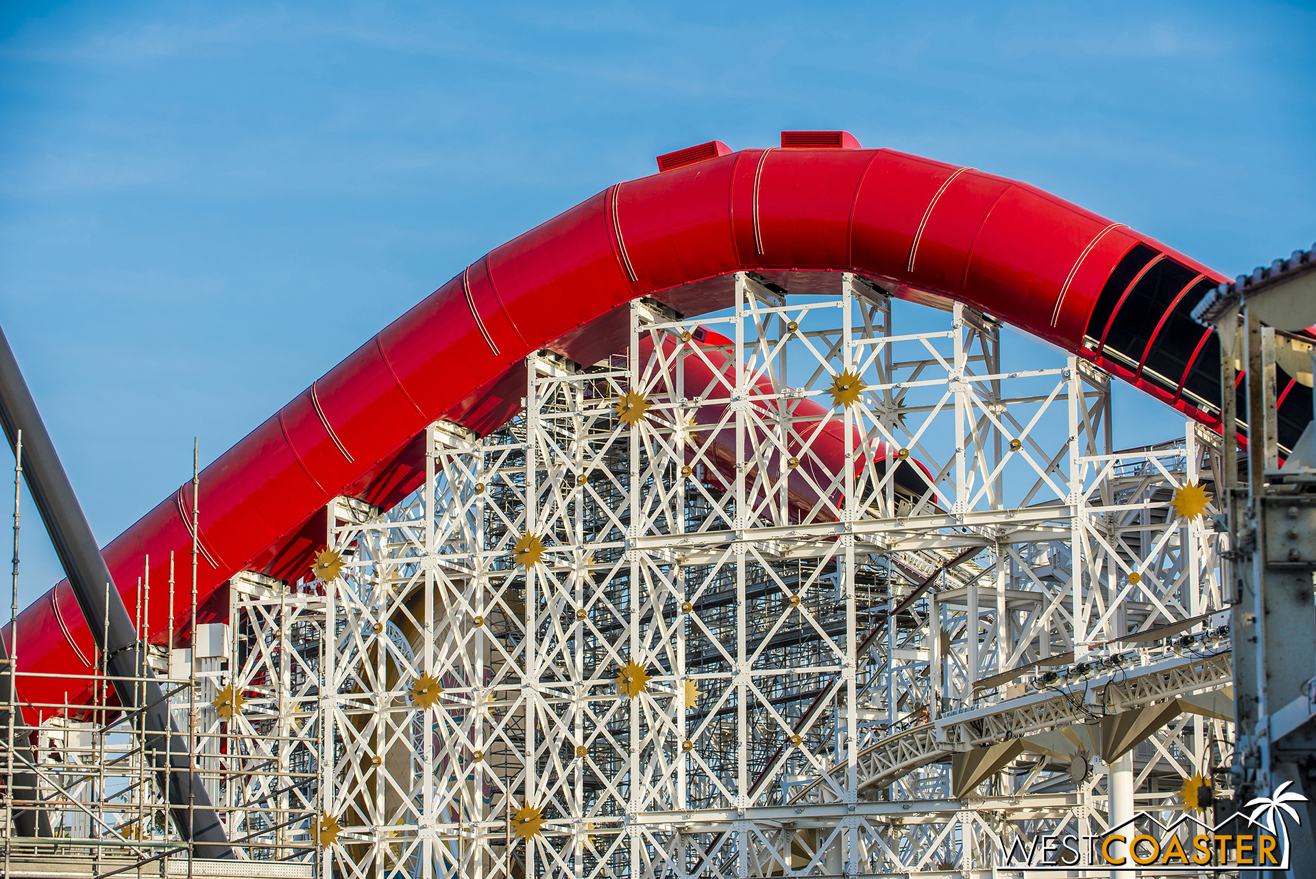 Here's the top of the mid-course lift hill.  The light band spacing gets unequal at the apex.