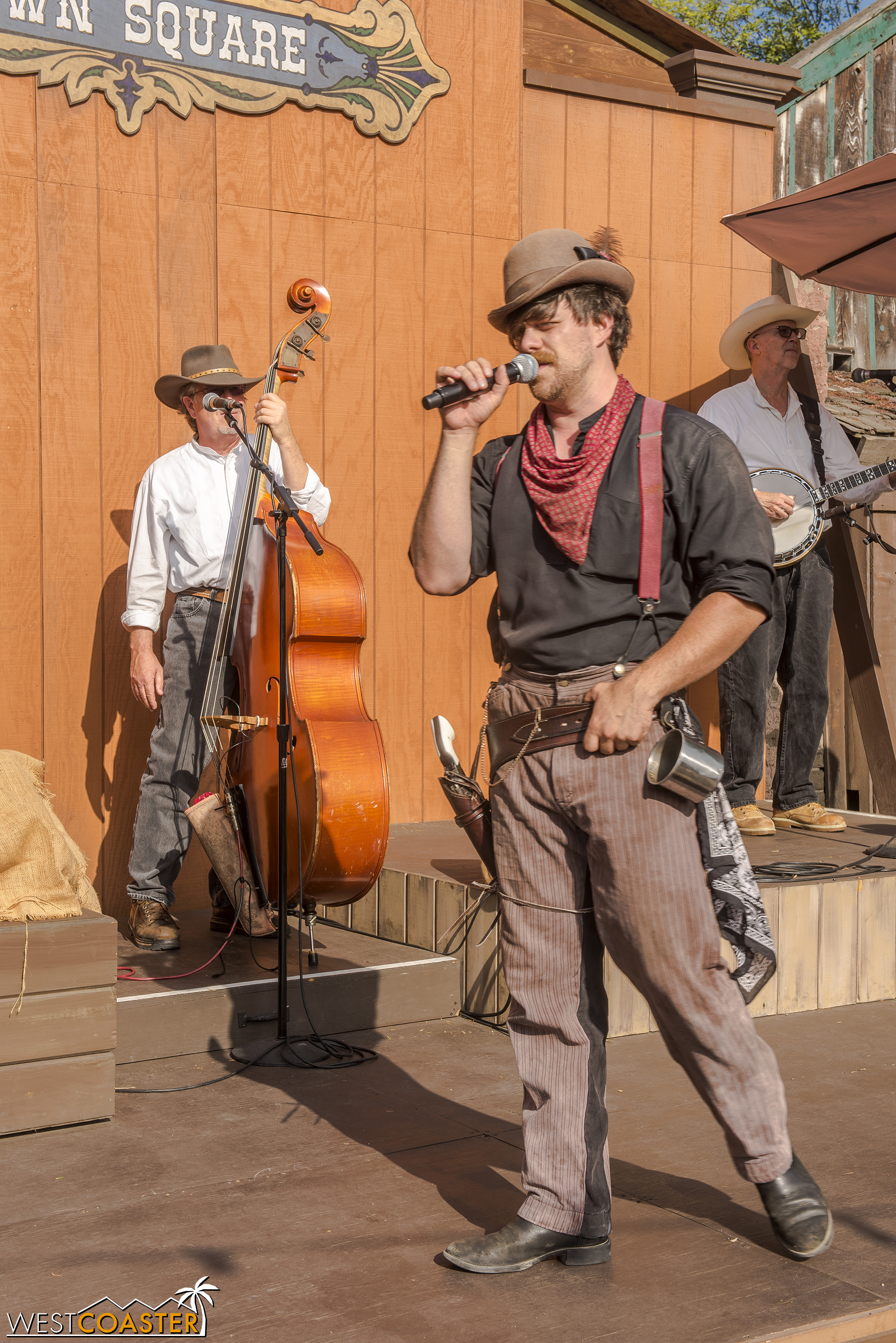 Just as he did last year, Scruff explains how to do each of several dances that guests and actors partake in for the hoedown.
