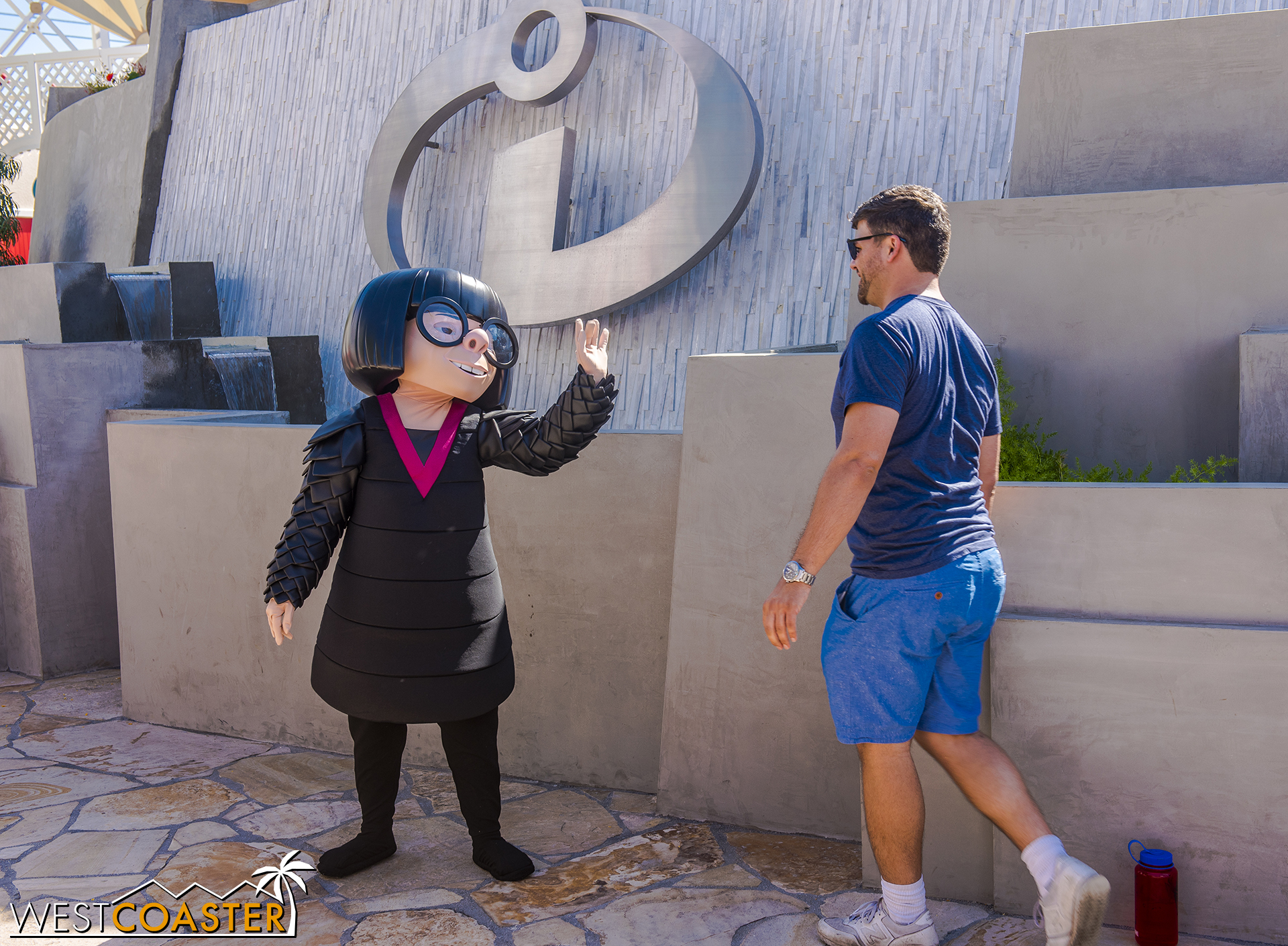 The fountain wall across the Incredicoaster entrance now has a great meet-and-greet with Edna Mode.