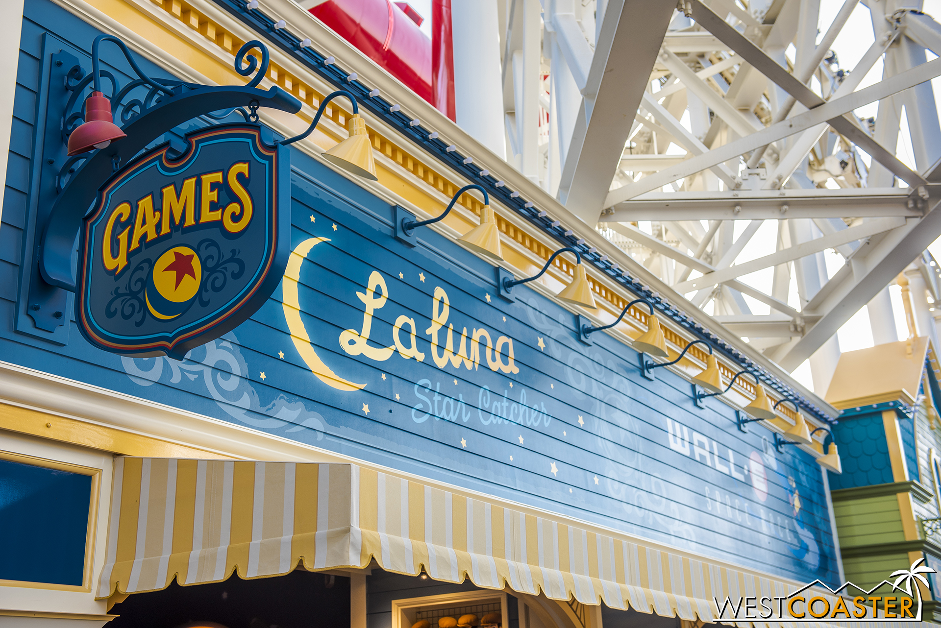 Meanwhile, La Luna hosts a winner-every-time game.