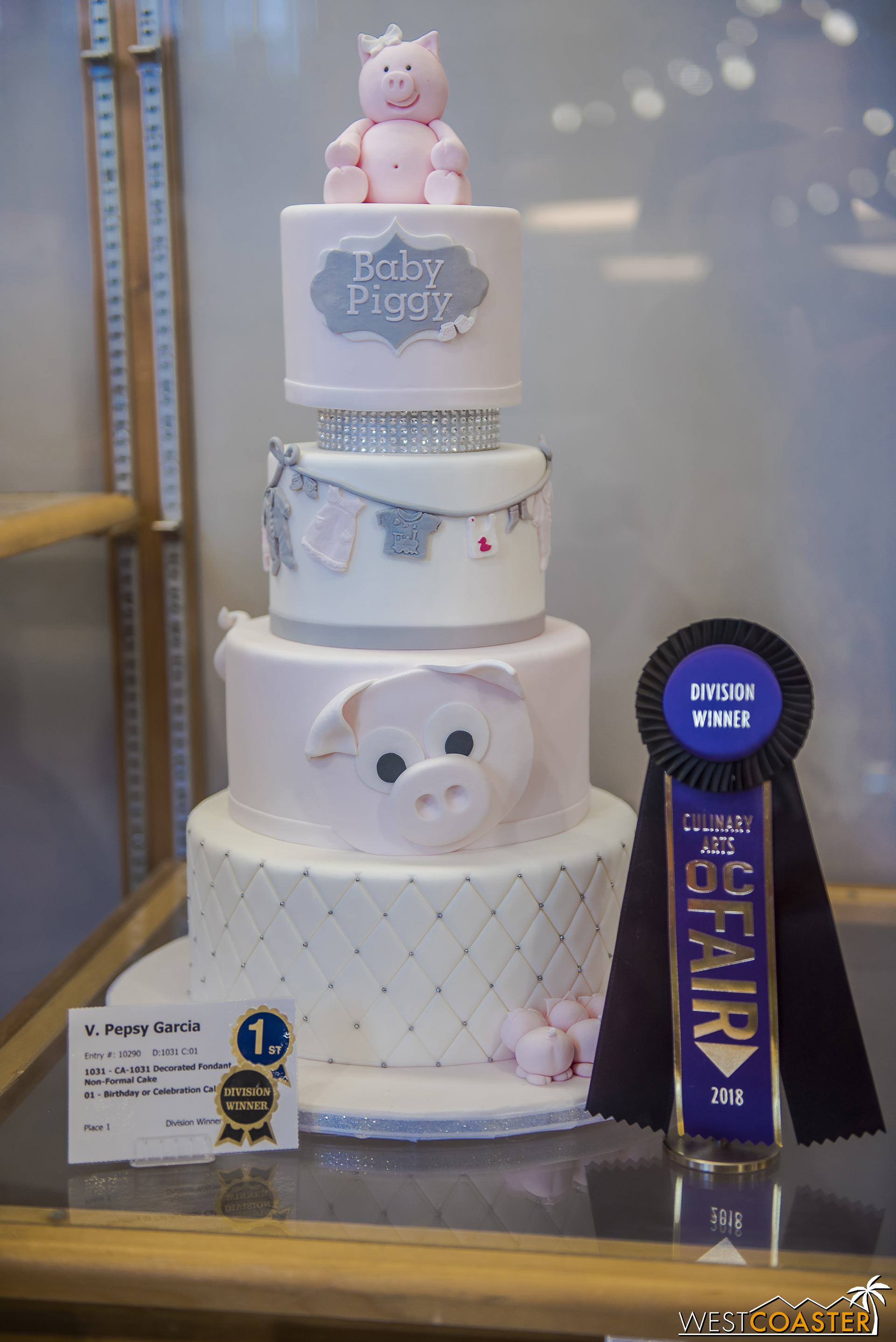 In the same hall, a collection of cakes baked by Orange County residents can also be found.