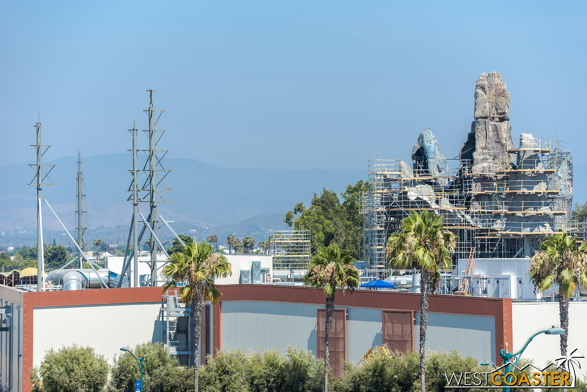 Some new steel columns and outriggers have appeared over the Millennium Falcon ride building.