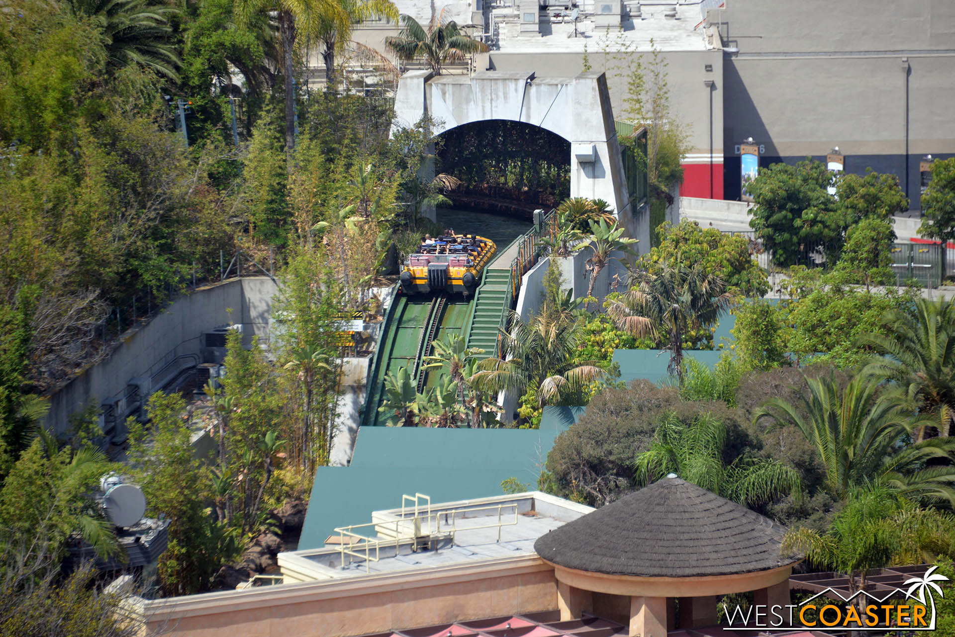 Jurassic Park lift hill is lift hilly.