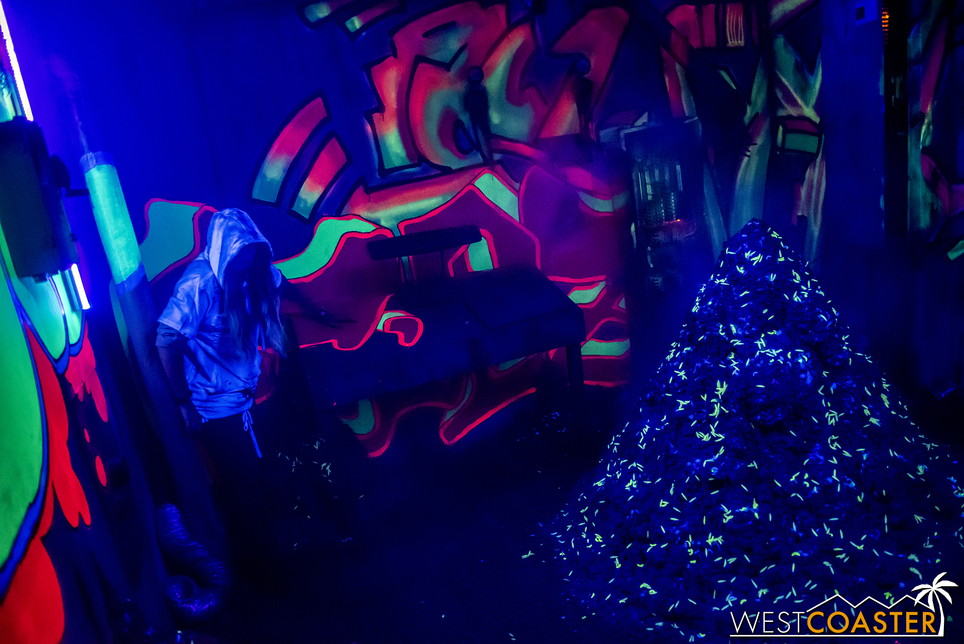 Sewer of Souls is a 3D maze, and with the provided glasses, the colors in many of the rooms really pop.