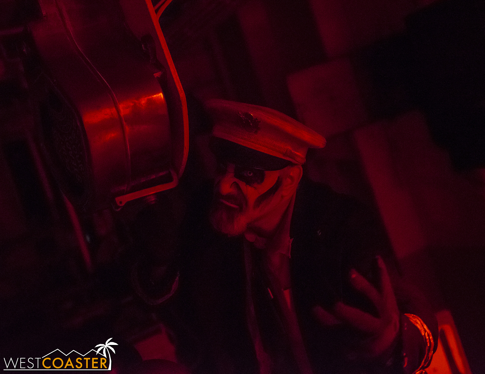 DarkHarbor-18_1002-E-Feast-0022.jpg