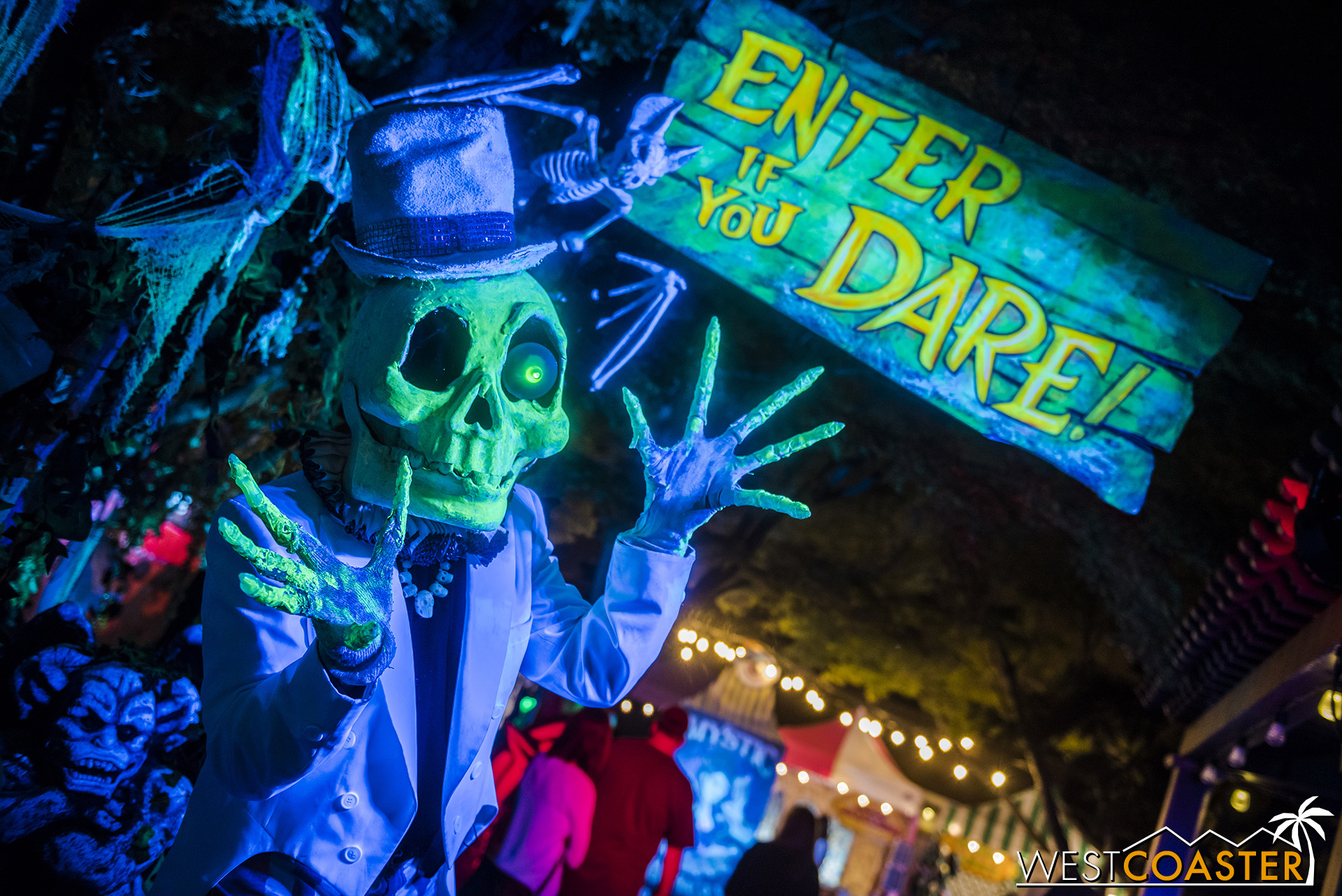 Mr. Nobody invites people to the Mystic Midway… if they dare!