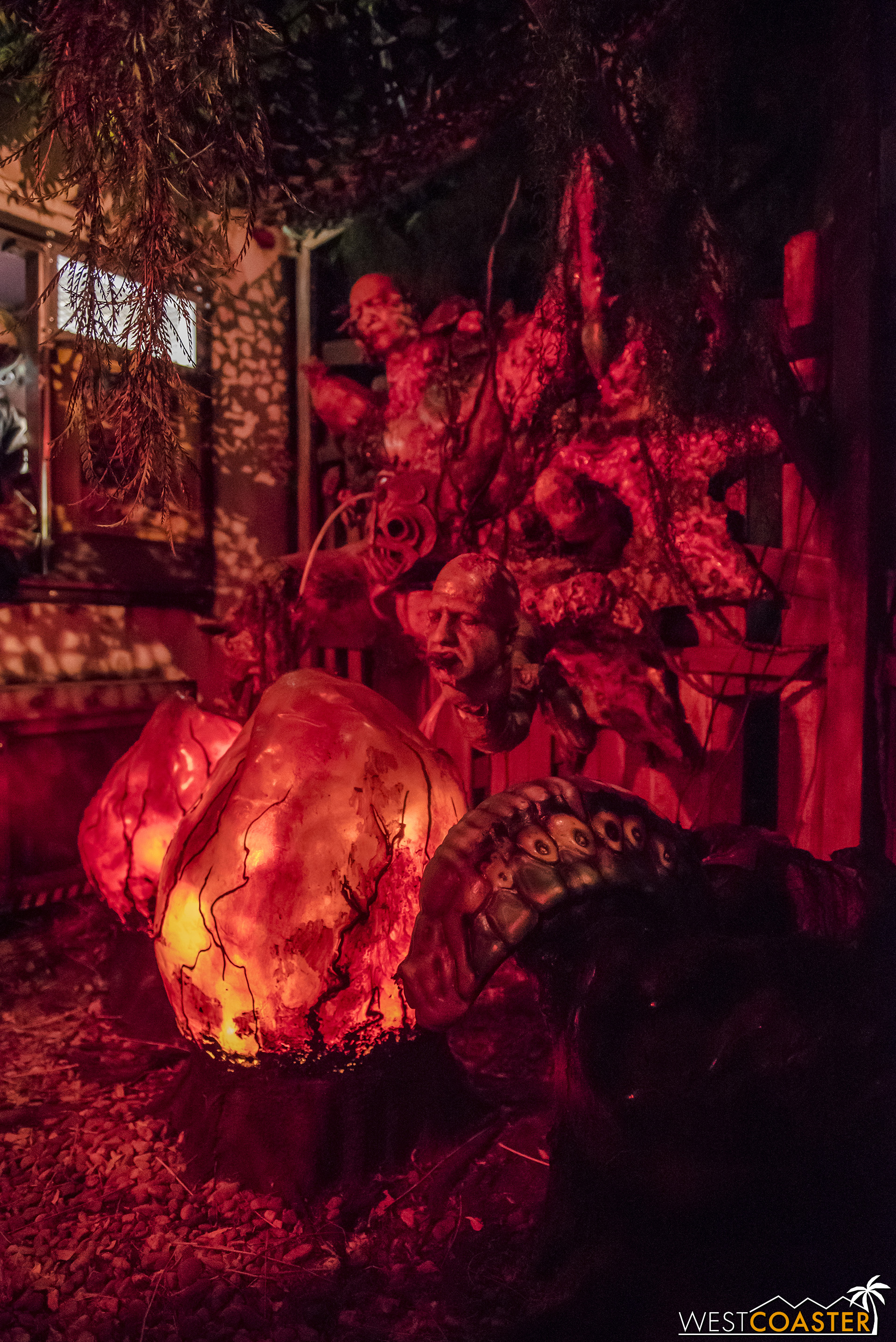 The theming is certainly incredible. Some of the best found at a haunt—amateur or pro!