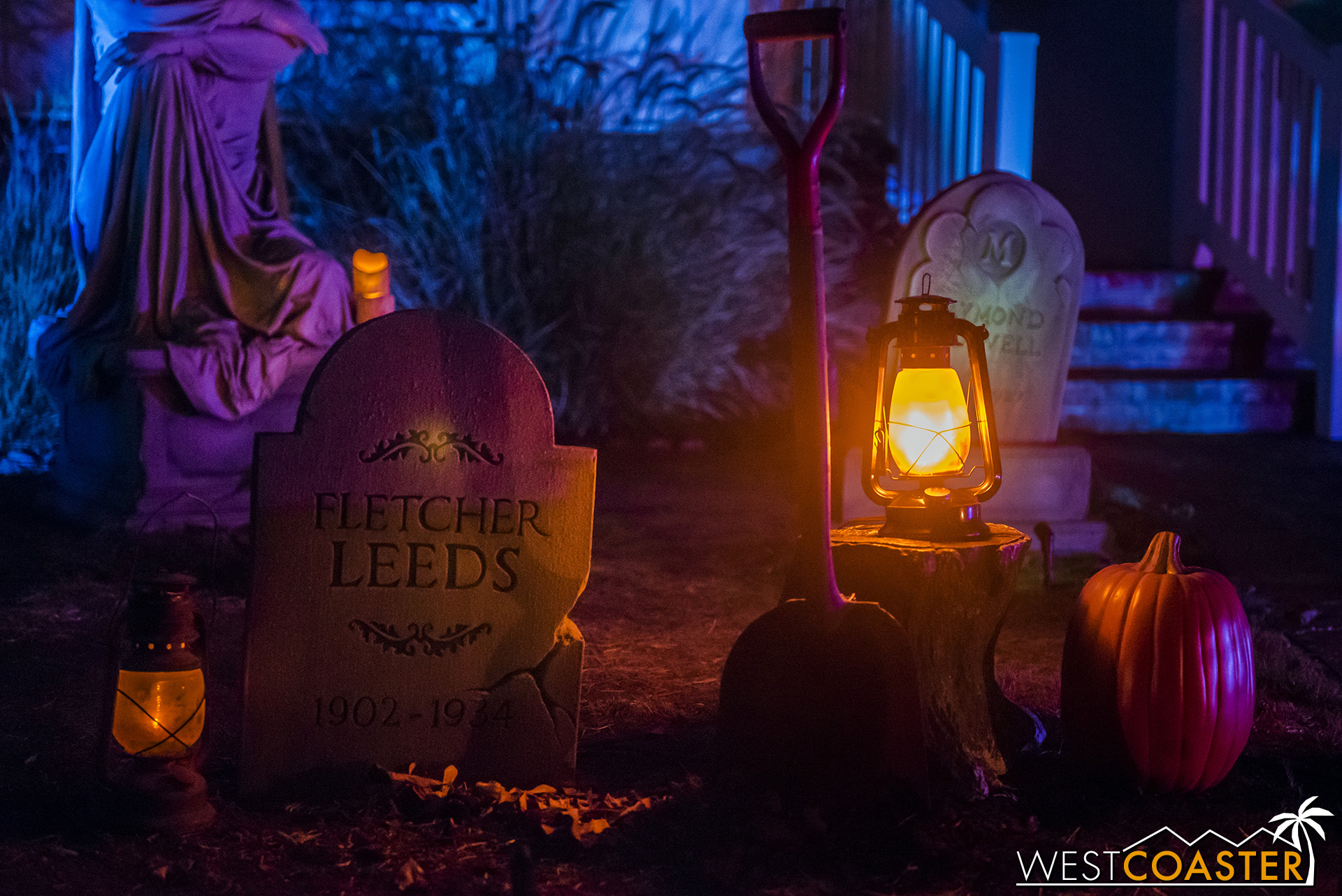 There are lots of fine details in both the tombstones and the theming. Lovely touches of Halloween.