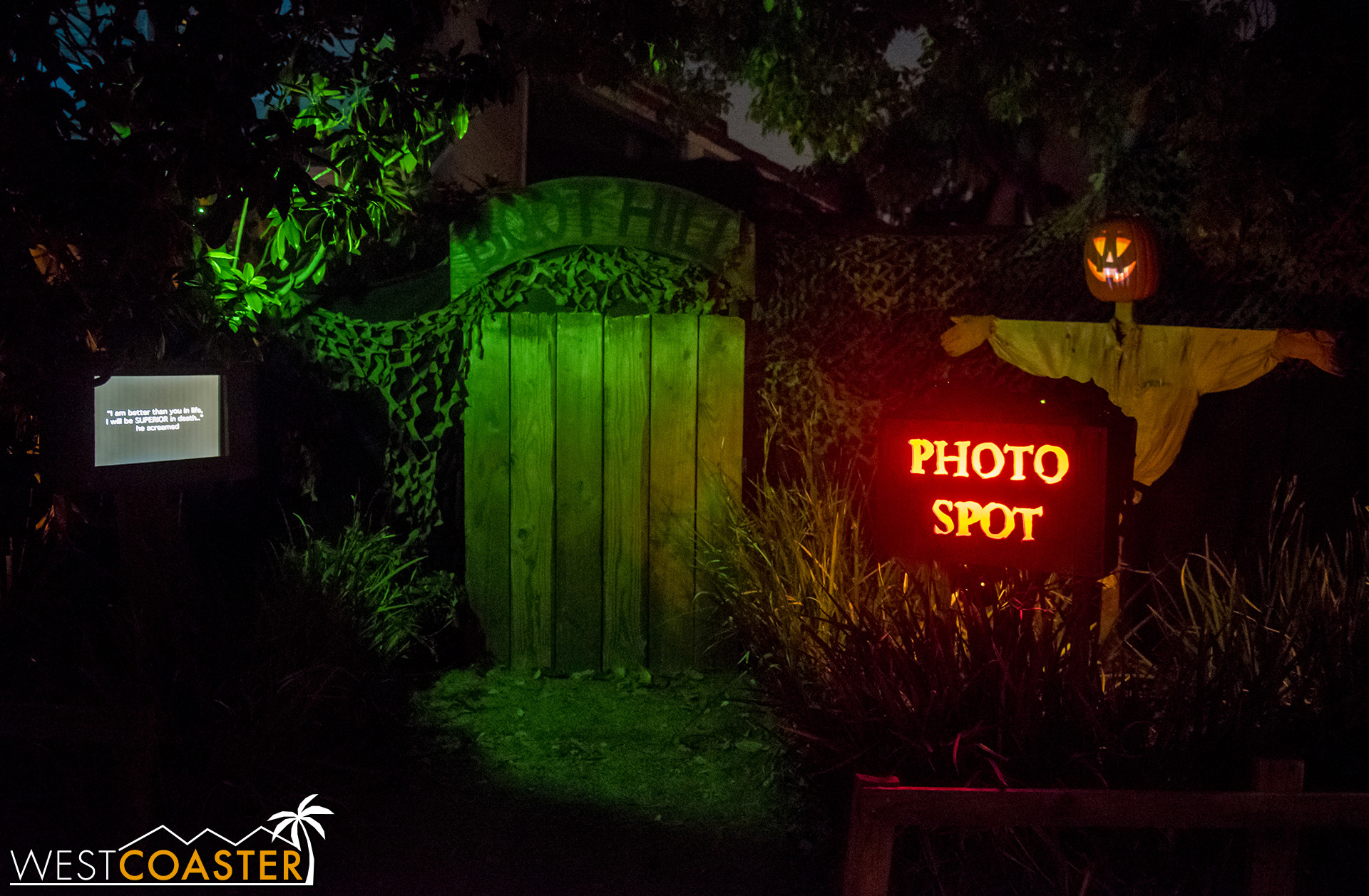 Outside, a photo spot, animated jack-o-lantern commentator, and narration screen help guests pass the wait and learn about Boot Hill's backstory.