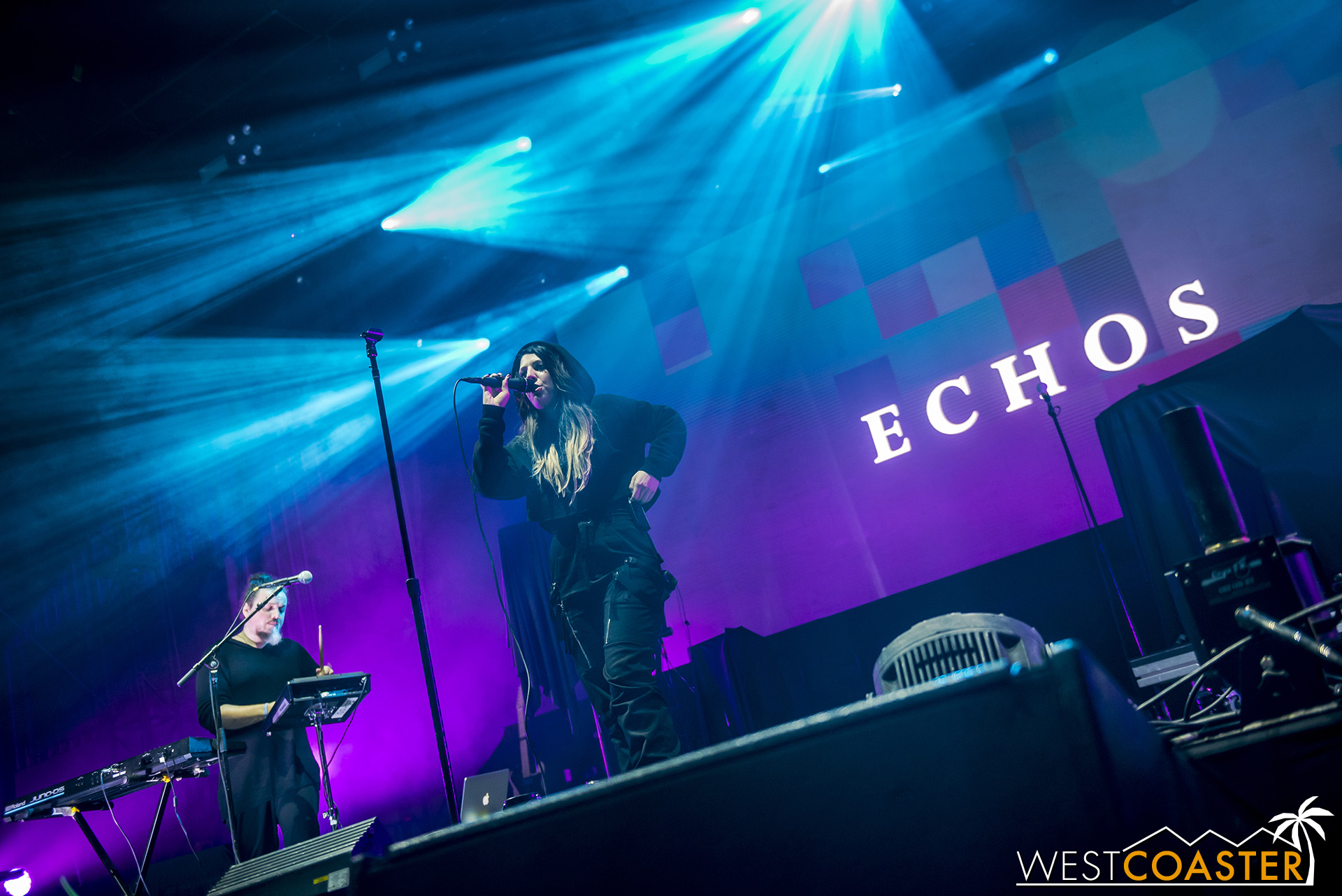 Dance and electronic duo Echos garnered a pretty enthusiastic reception from the late afternoon crowd.